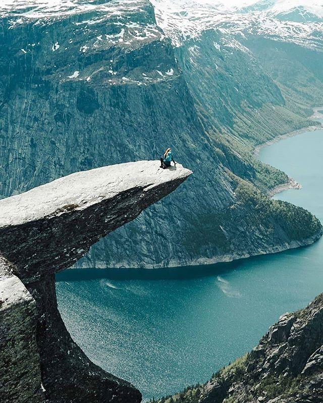 Have a nice weekend! 📸@vildesta  #trolltungaadventures #visitnorway #trolltunga #fjordnorway #mittnorge #visithardangerfjord #norway