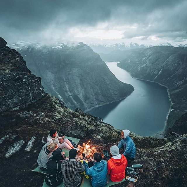 We were lucky to have ten ambassadors from @mittnorge with us this weekend. Thank you for an amazing hike! 📸@christiantrustrup  #trolltungaadventures #trolltunga  #mittnorge #visithardangerfjord