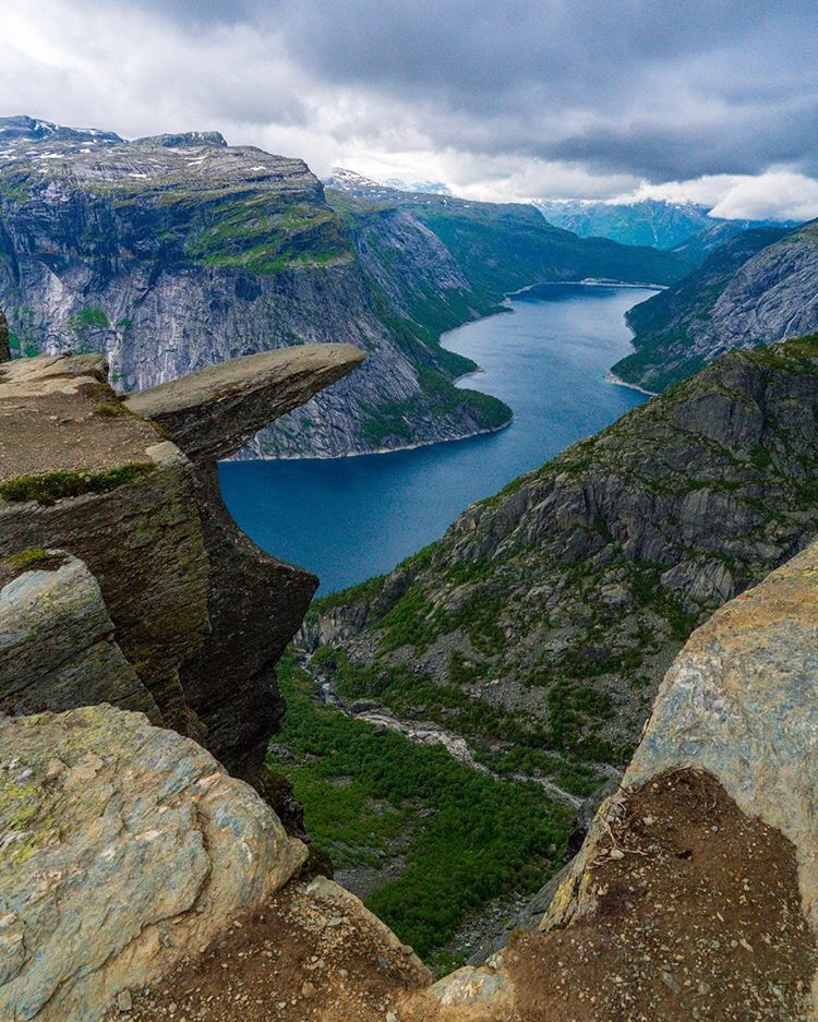 Trolltunga hiking norway.JPG