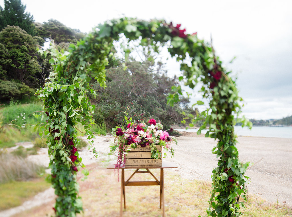 bubblerock_weddingphotography_waihekeisland_0010.jpg