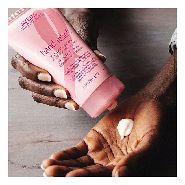 Pink edition Hand Relief 350kr. Välkomna! @wigorganics #humlegårdsgatan20 #aveda #avedahandrelief #fuckcancer #handcream