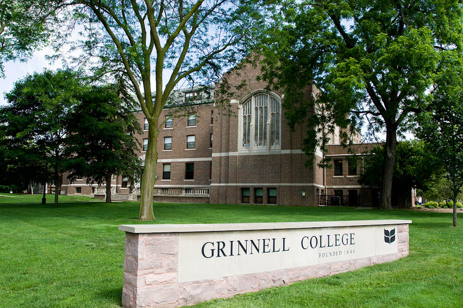 What Does It Cost to Attend Grinnell College?