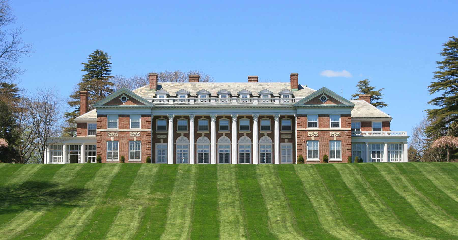 What Does it Cost to Attend Stonehill College?
