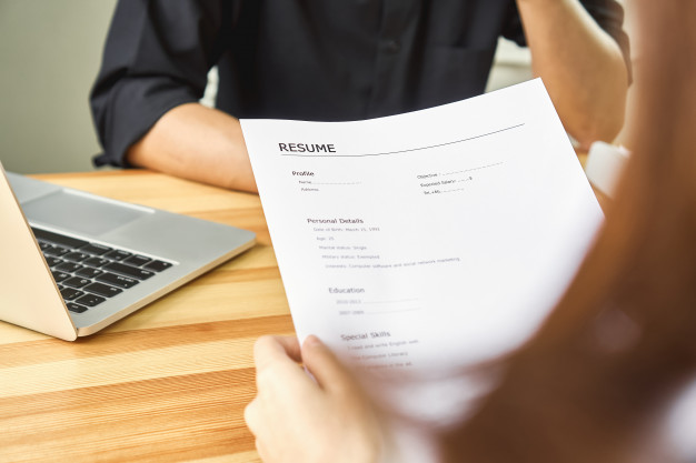 How Hiring Managers & Recruiters Screen/Read Resumes
