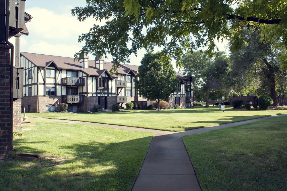 Barclay Square Apartment Homes (Wichita, KS)
