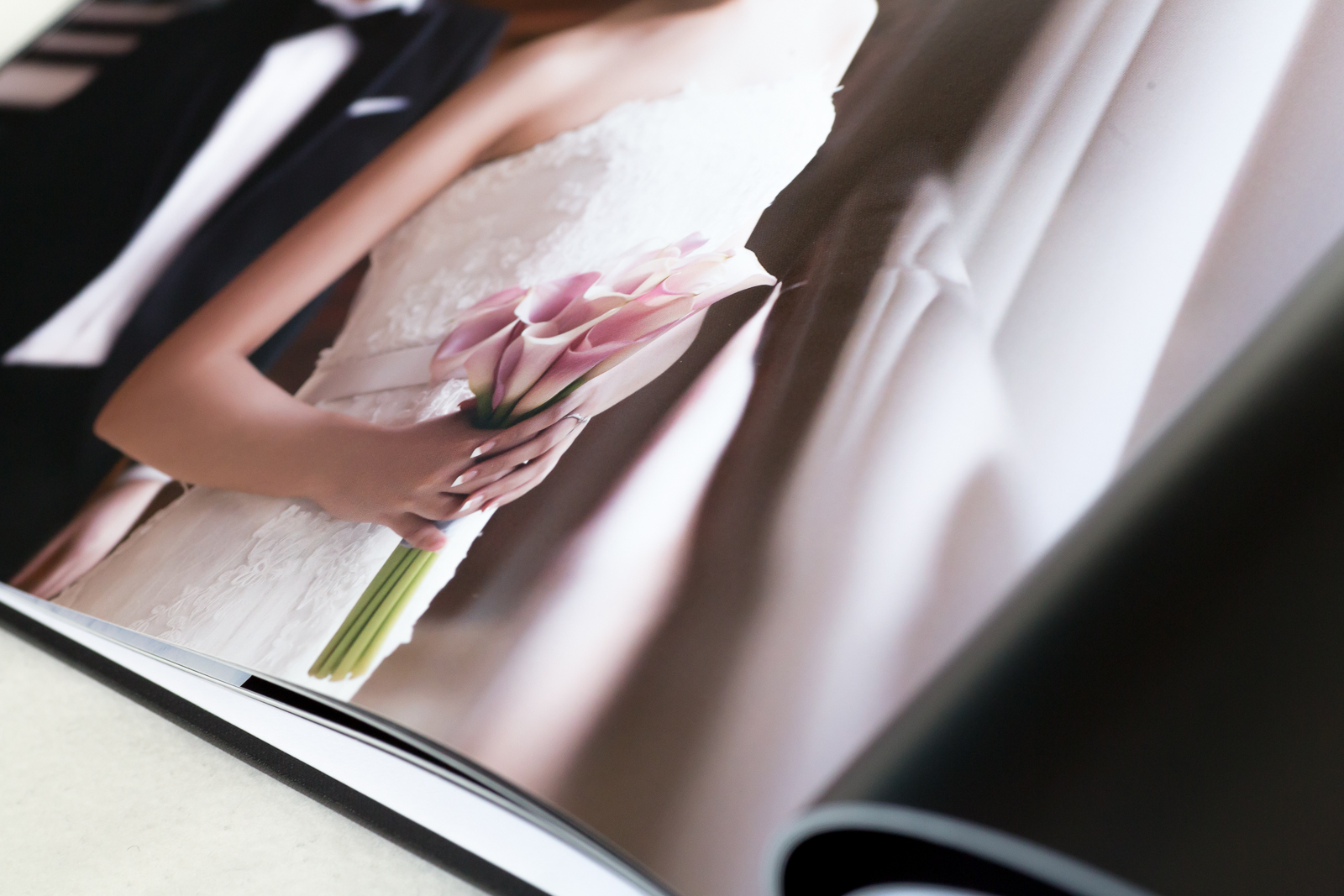 All pages are made by premium silk paper (matte)
