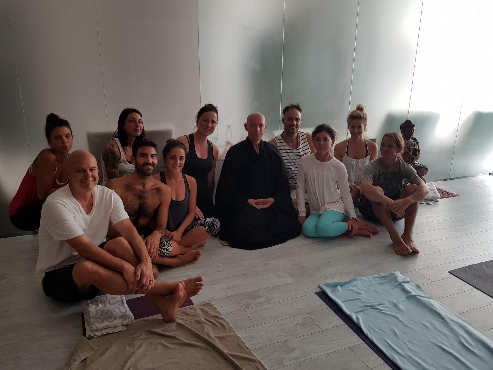 500hr-yoga-teacher-training-bologna-italy-group-lecture.jpg