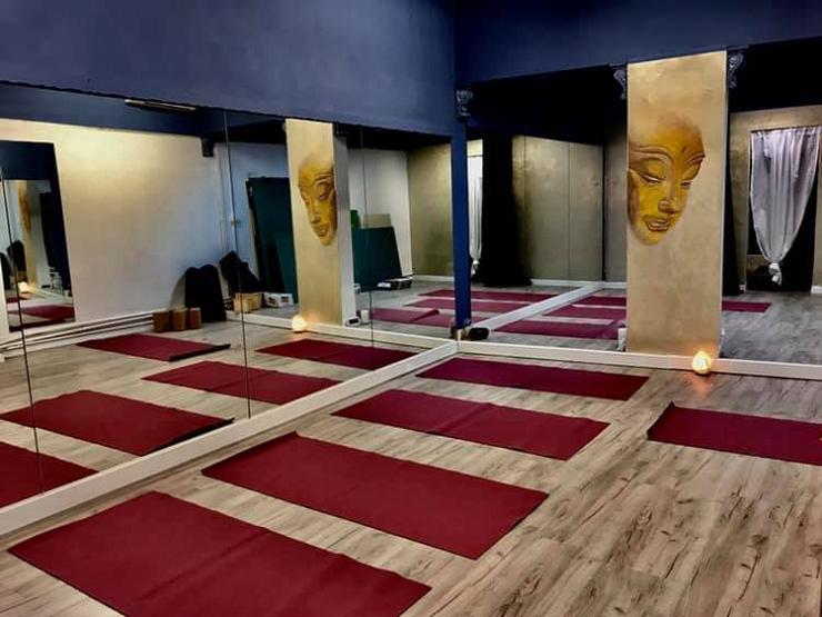 hot-yoga-teacher-training-studio-bologna-italy.png
