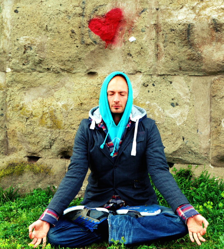 alessandro-giovinazzo-flow-yoga-teacher-training-instructor.png