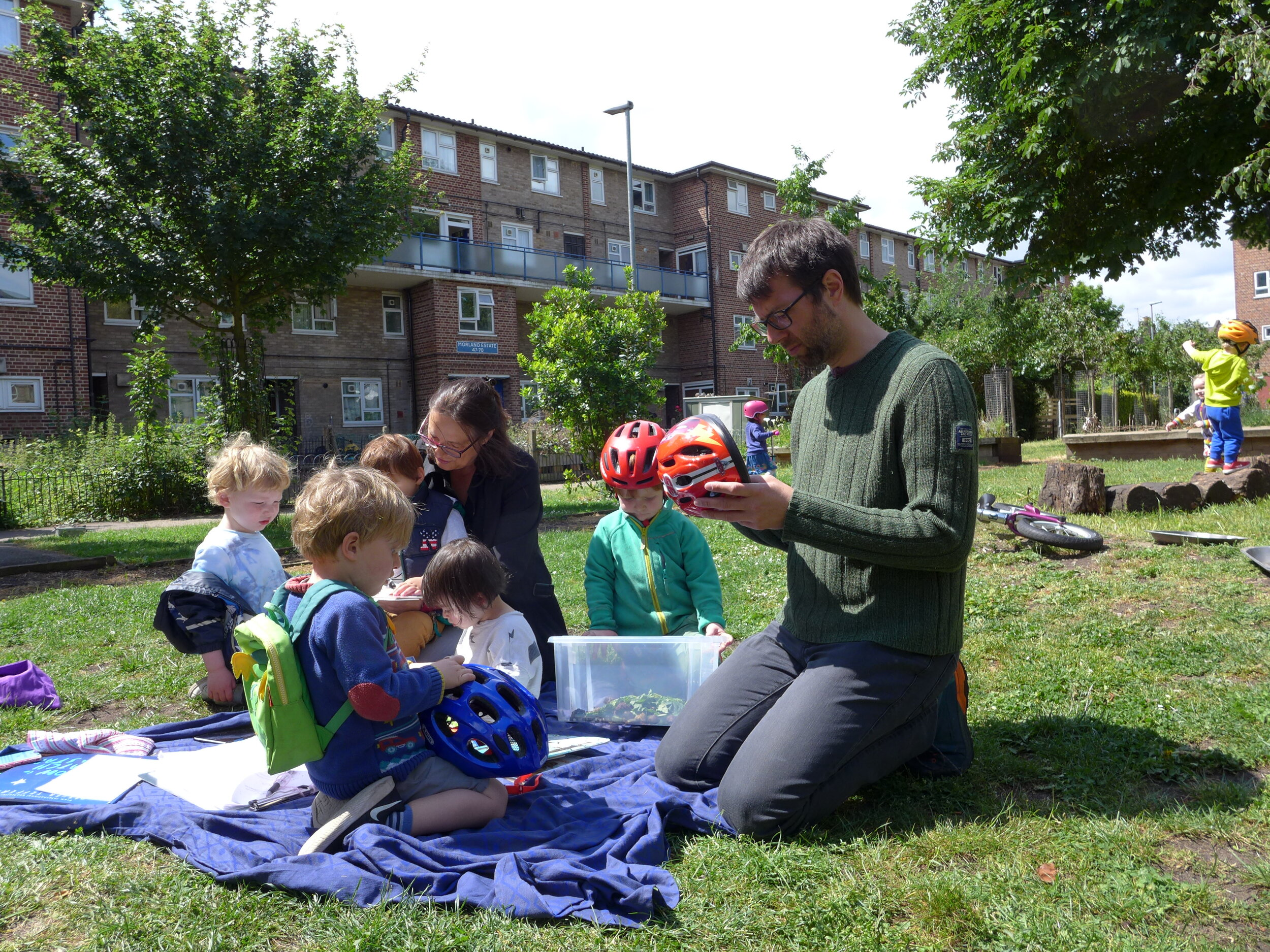 Nursery and the community — approaches to outdoor learning in the city -