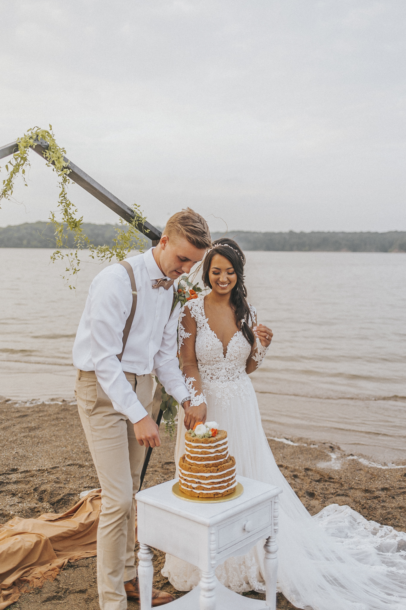 East Fork Lake Boho Elopement by Bare Moments Photography // cincinnati wedding photography // cake cutting, cut the cake, wedding cakes,