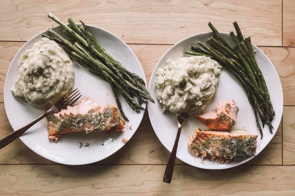 My favorite pregnancy meal right now! Atlantic salmon (dill and lemon), my homemade dairy free mashed potatoes, and lightly salted asparagus.