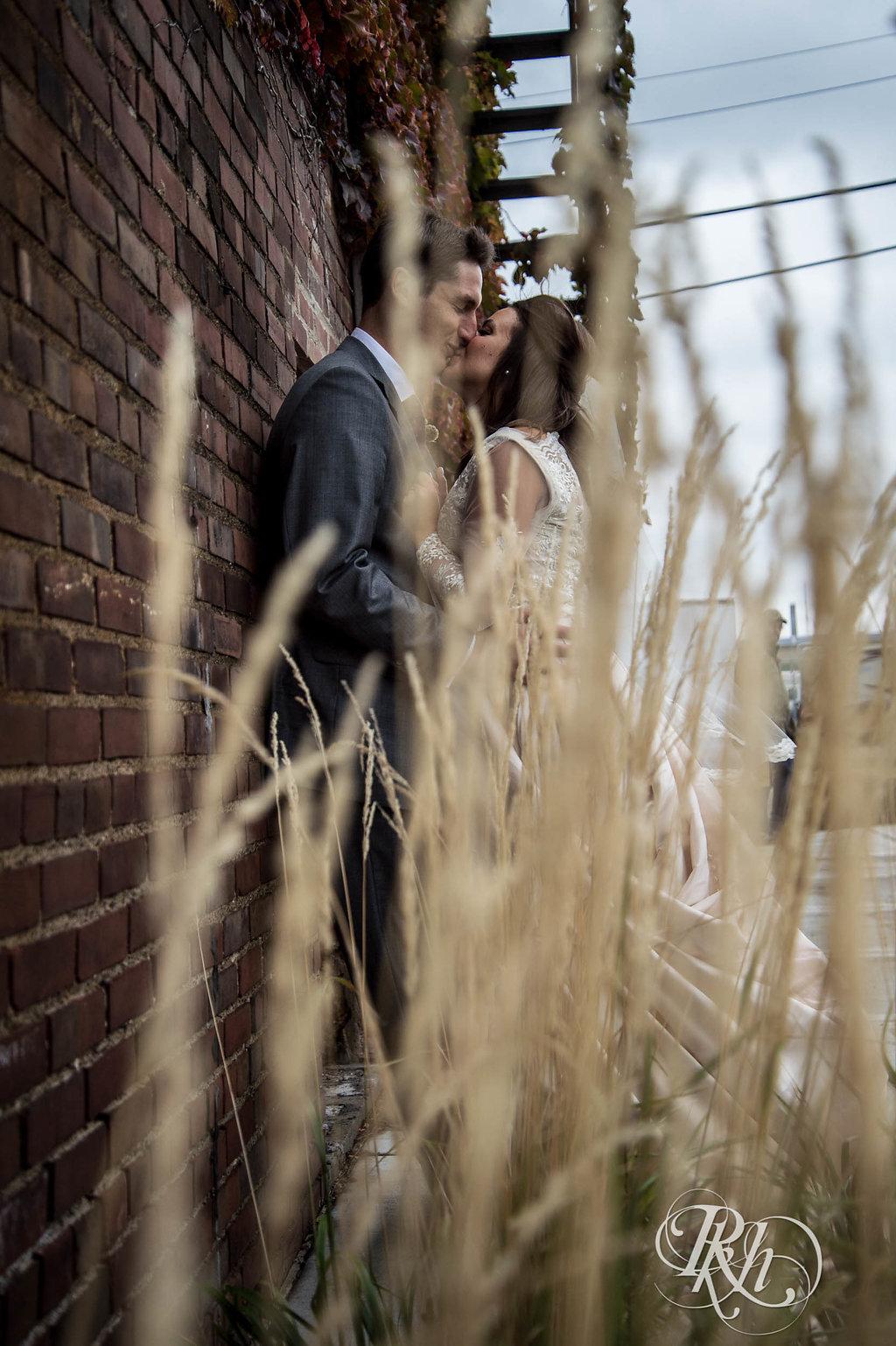 Greta&Paul-MinnesotaWeddingPhotographer-RKHImages(7of29).jpg