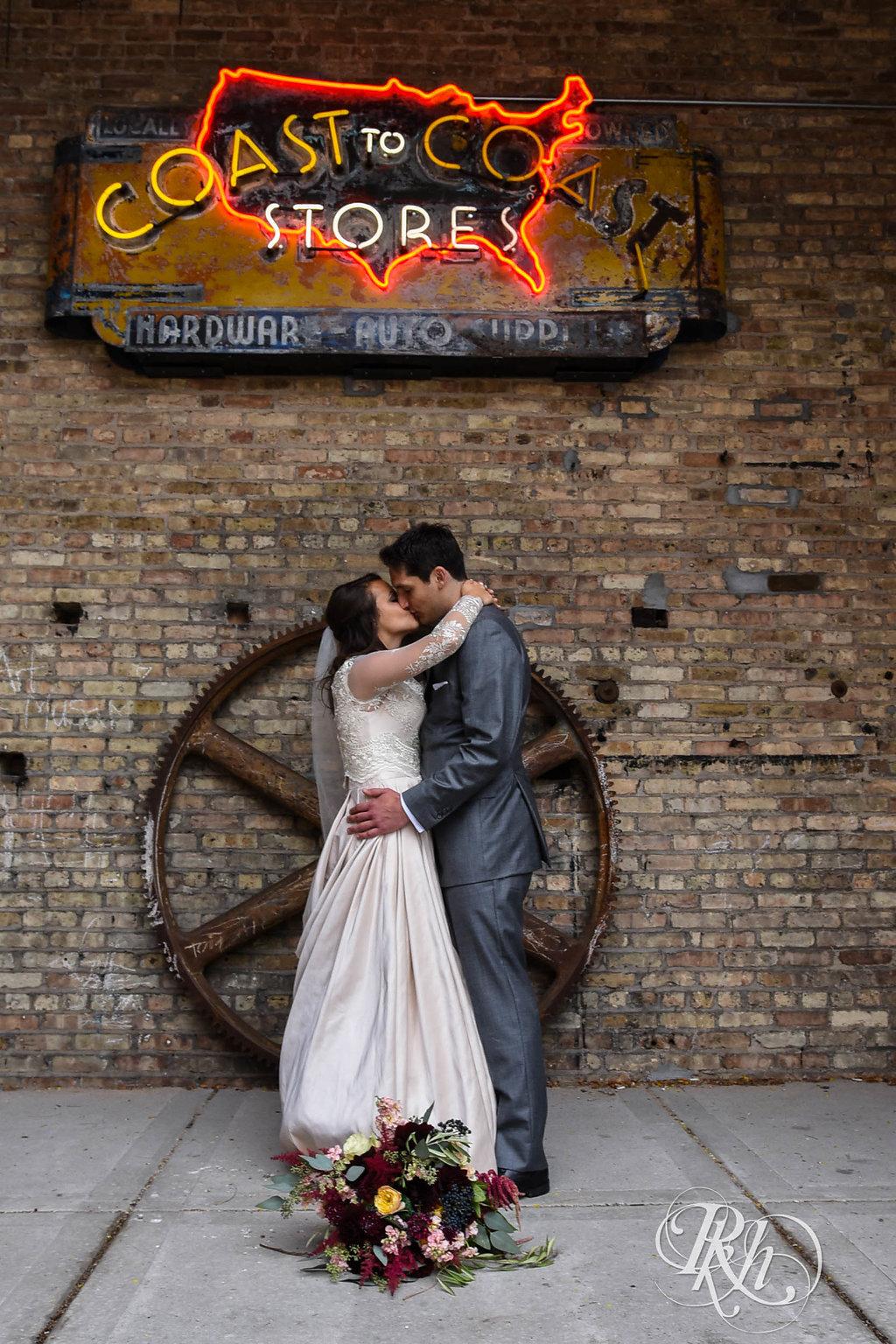 Greta&Paul-MinnesotaWeddingPhotographer-RKHImages(10of29).jpg