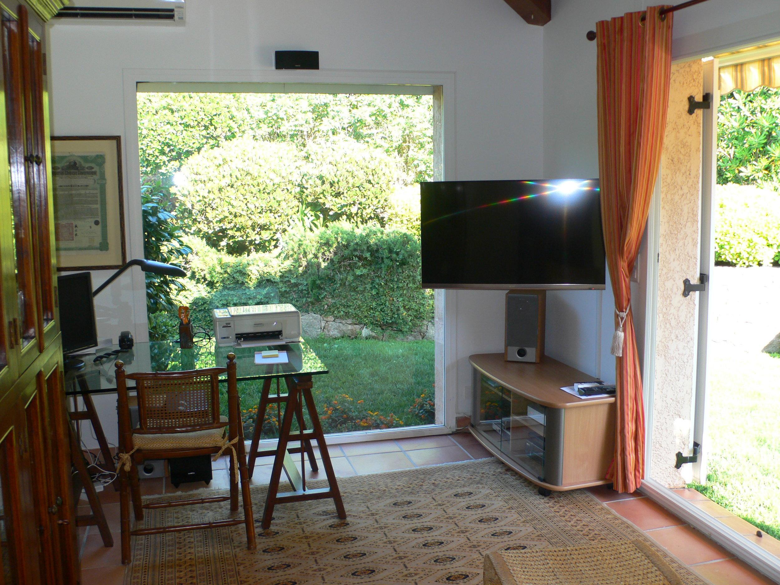 Fernsehraum und Büro