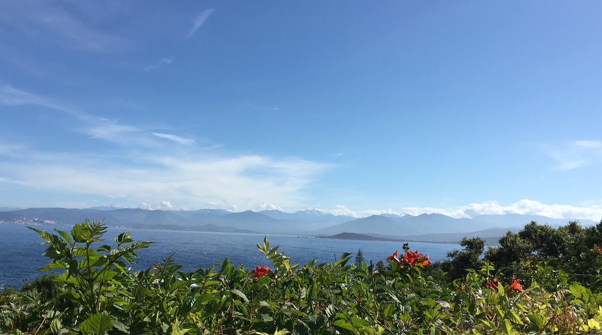 Meer-undBergblick vom Garten