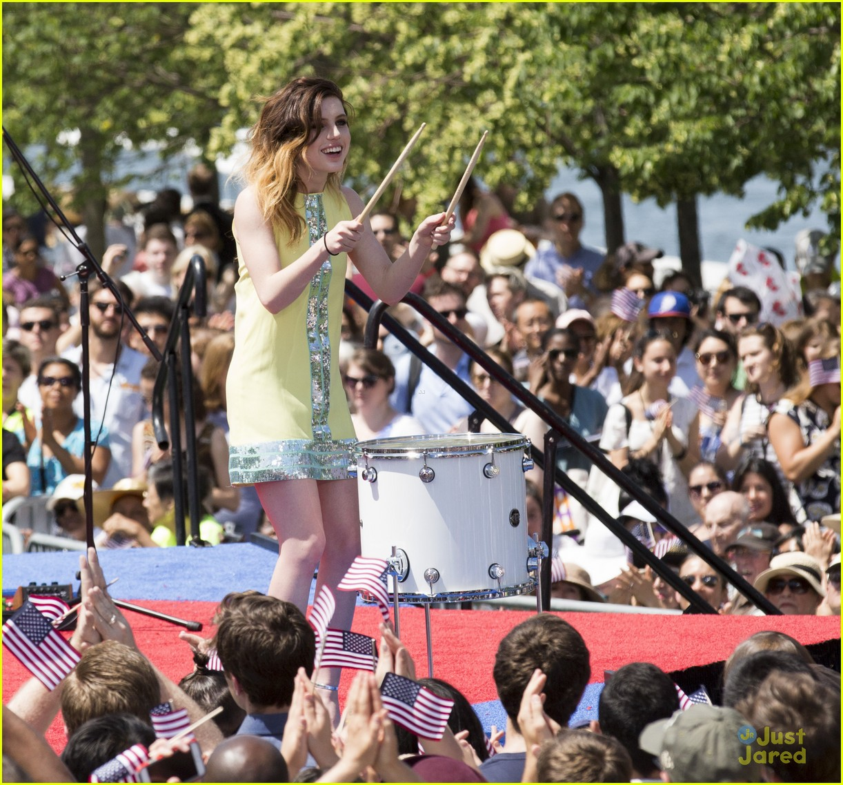 echosmith-hilary-clinton-rally-kickoff-05justjared.jpg