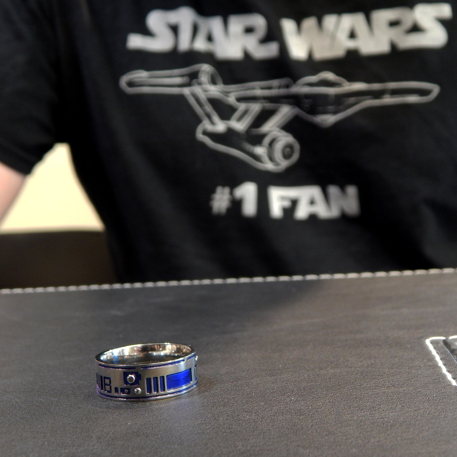 darvier-star-wars-number-one-fan-r2d2-ring.JPG