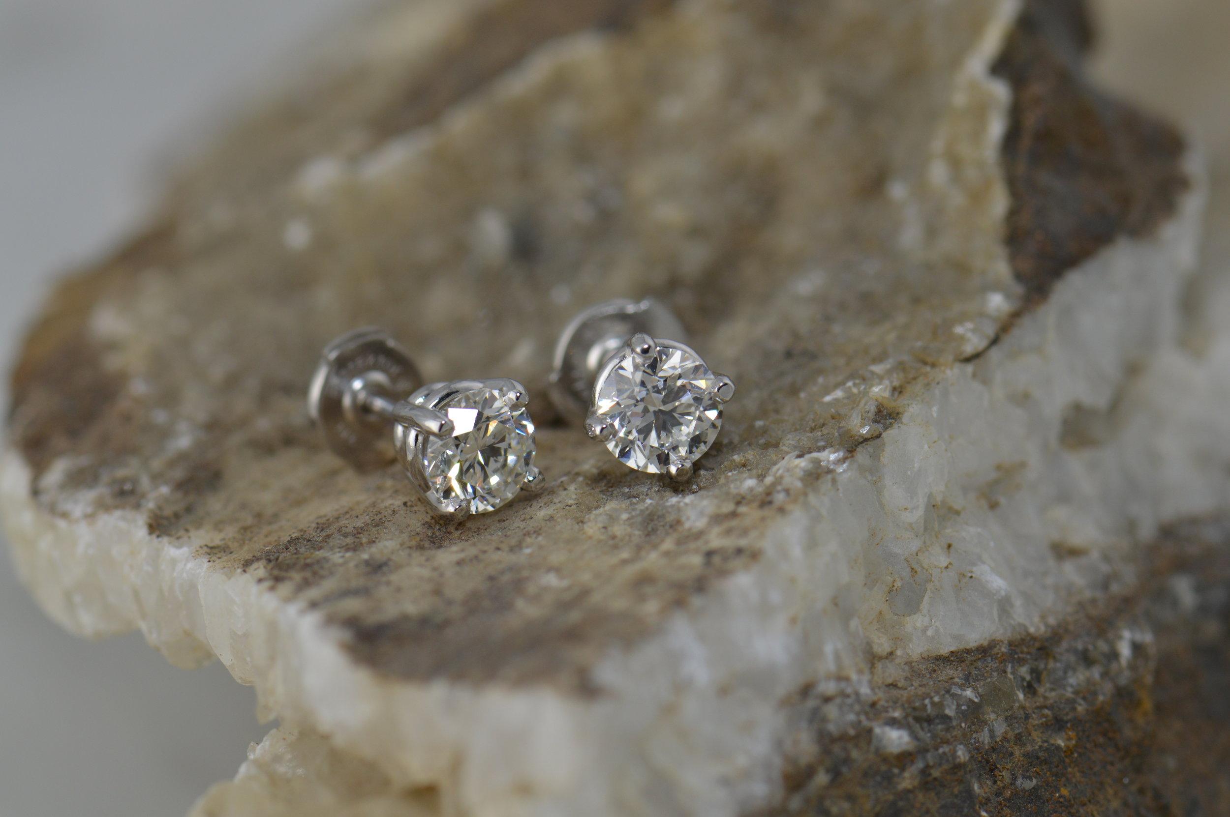 darvier-classic-diamond-stud-earrings.JPG