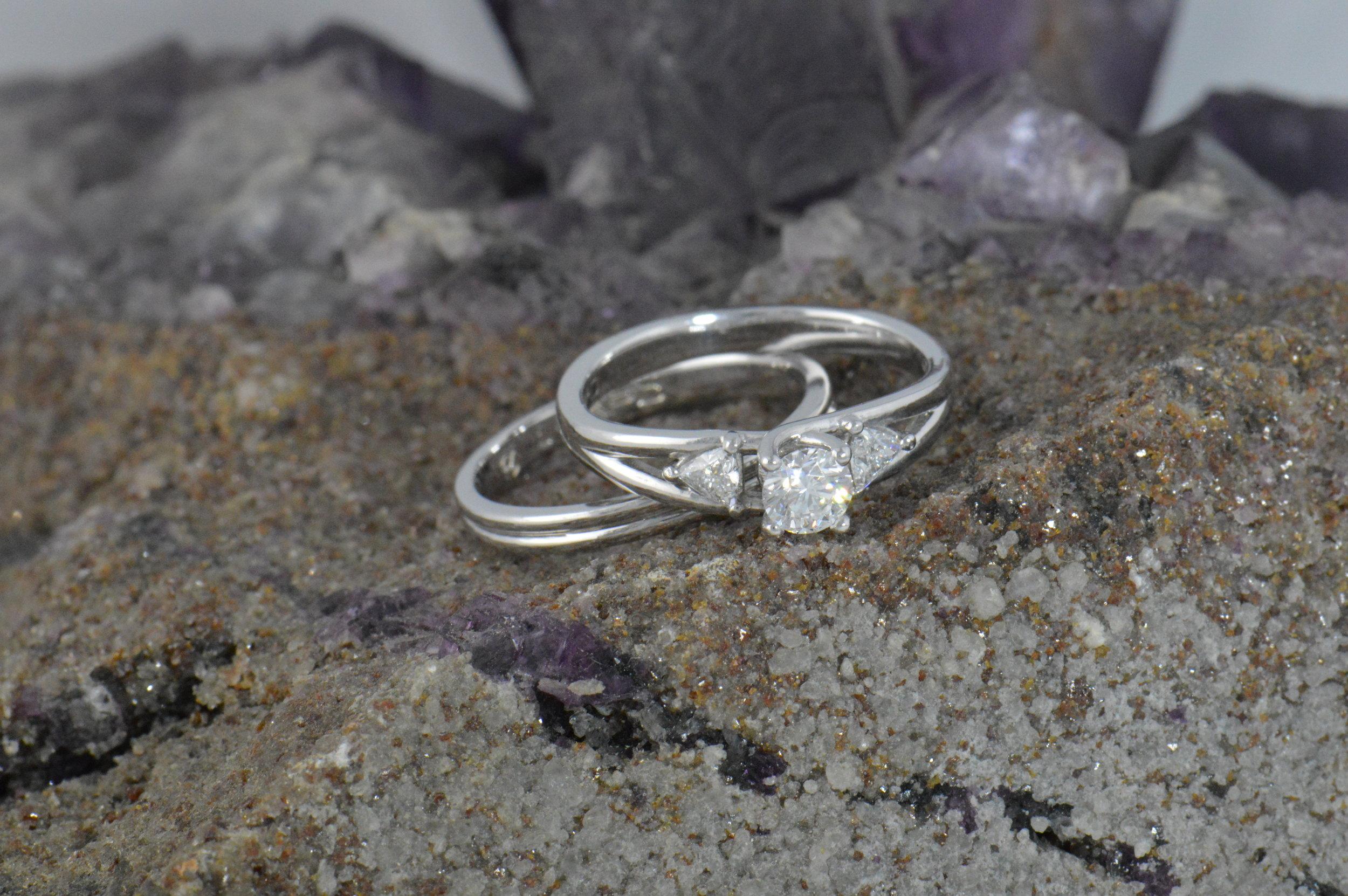 darvier-trillion-split-design-wedding-set.JPG
