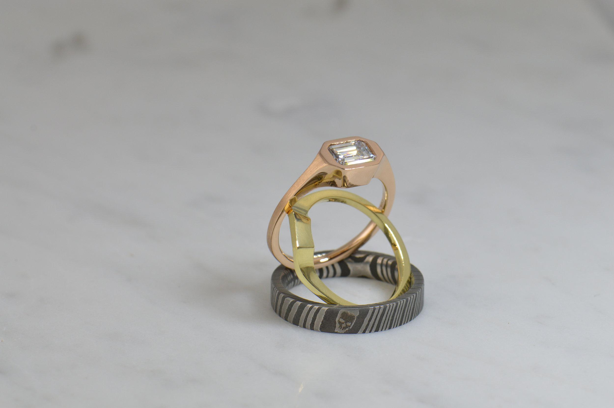 darvier-Damascus-gold-emerald-cut-diamond-wedding-set.JPG