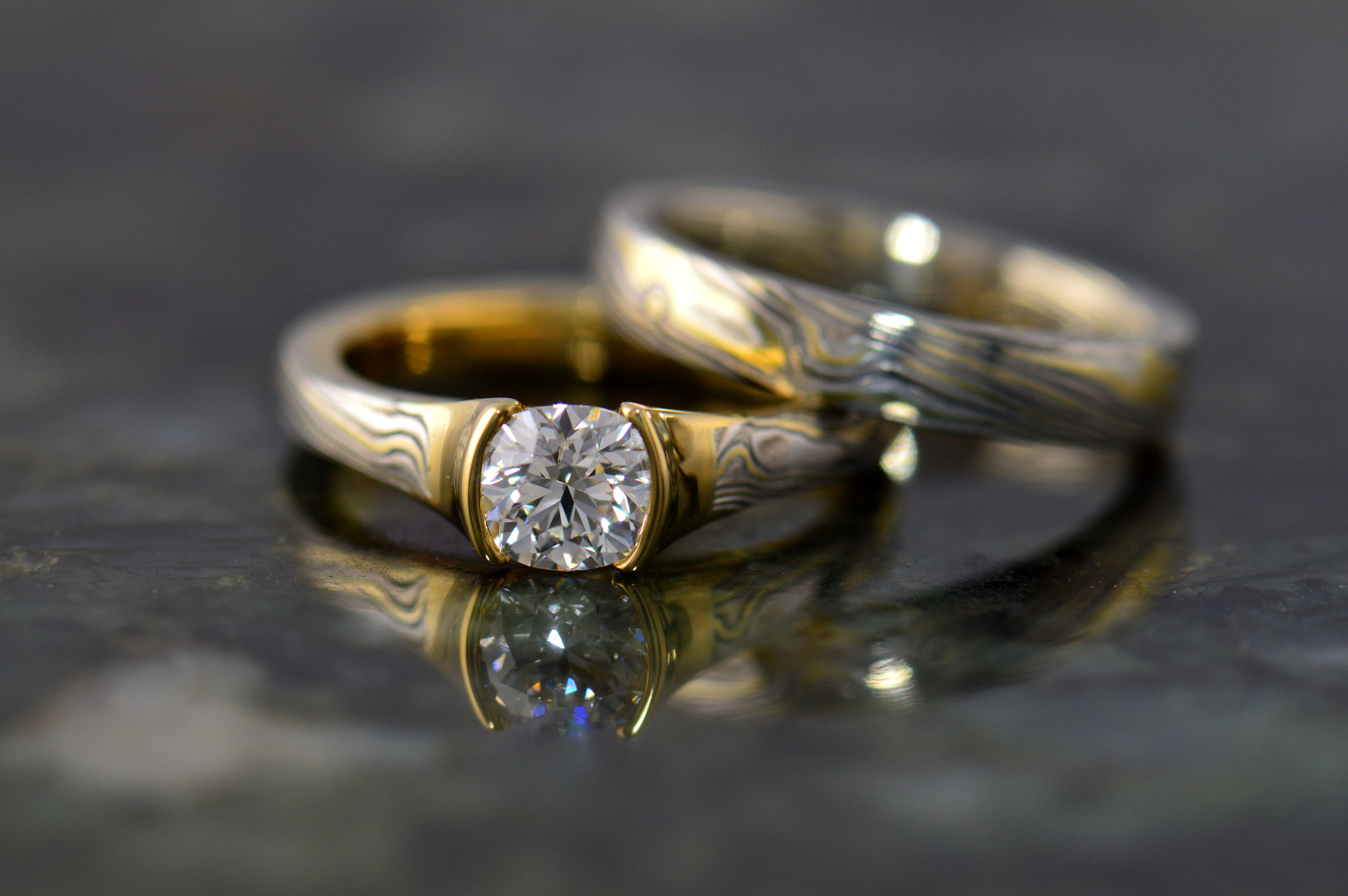 darvier-18k-mokume-diamond-cushion-woodgrain-wedding-set.JPG