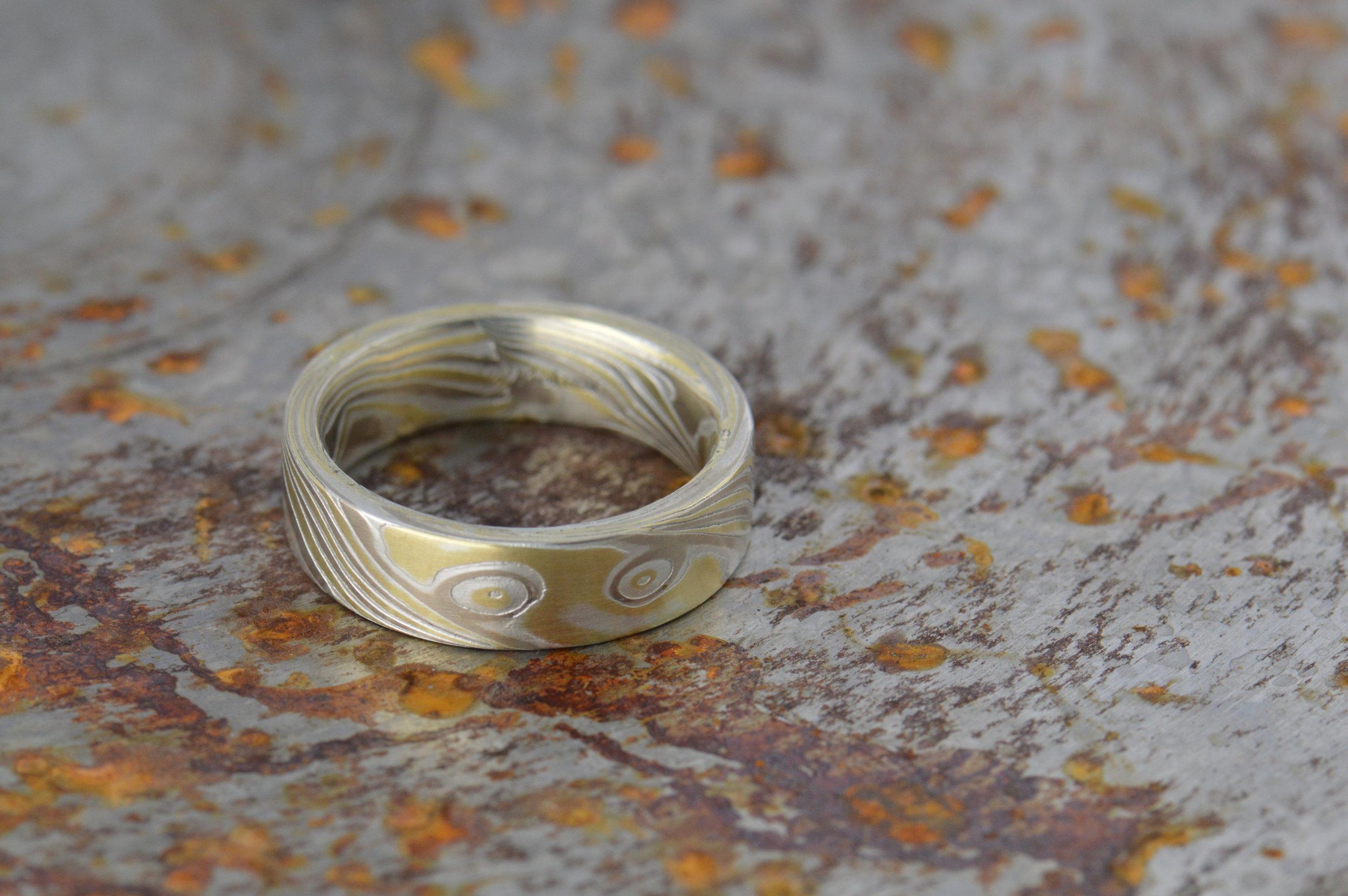 darvier-18k-palladium-burl-wedding-band-pipe-cut.JPG