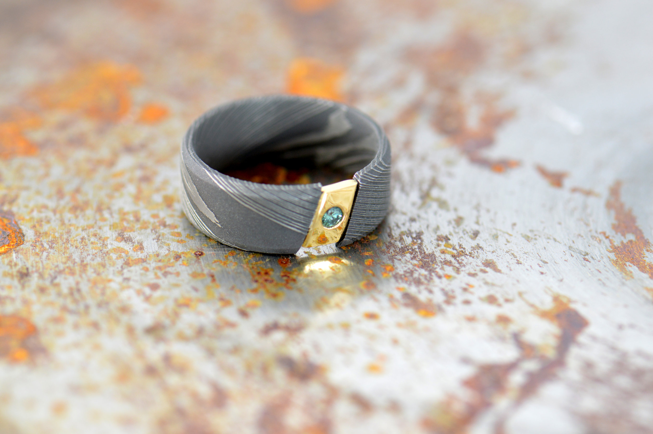 darvier-Damascus-key-stone-gold-green-diamond-wedding-ring.JPG