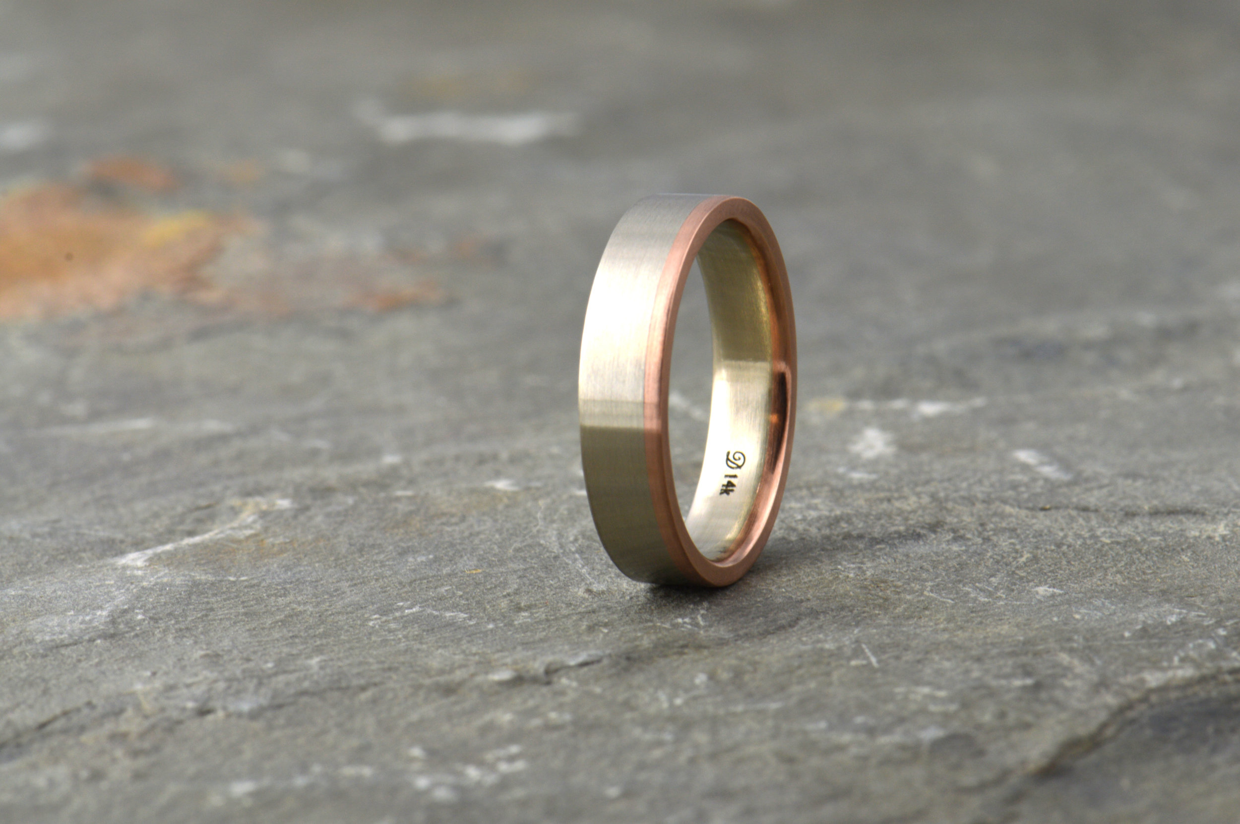 darvier-14k-two-tone-machined-wedding-band.JPG