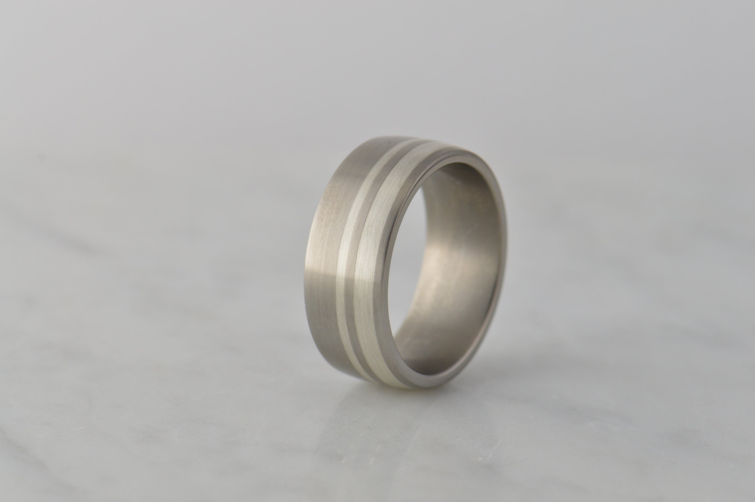 darvier-dual-wide-sterling-inlay-titanium-ring.JPG