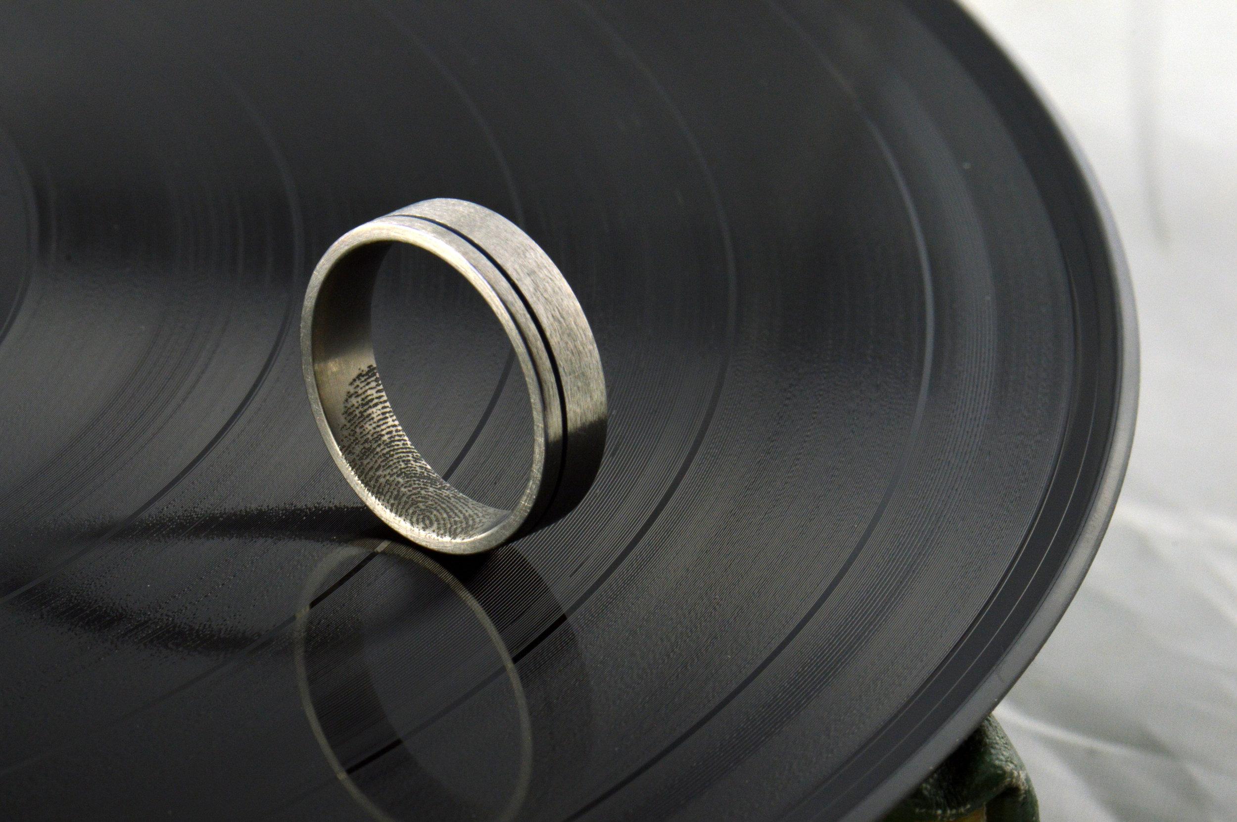 darvier-fingerprint-anodized-wedding-band.JPG