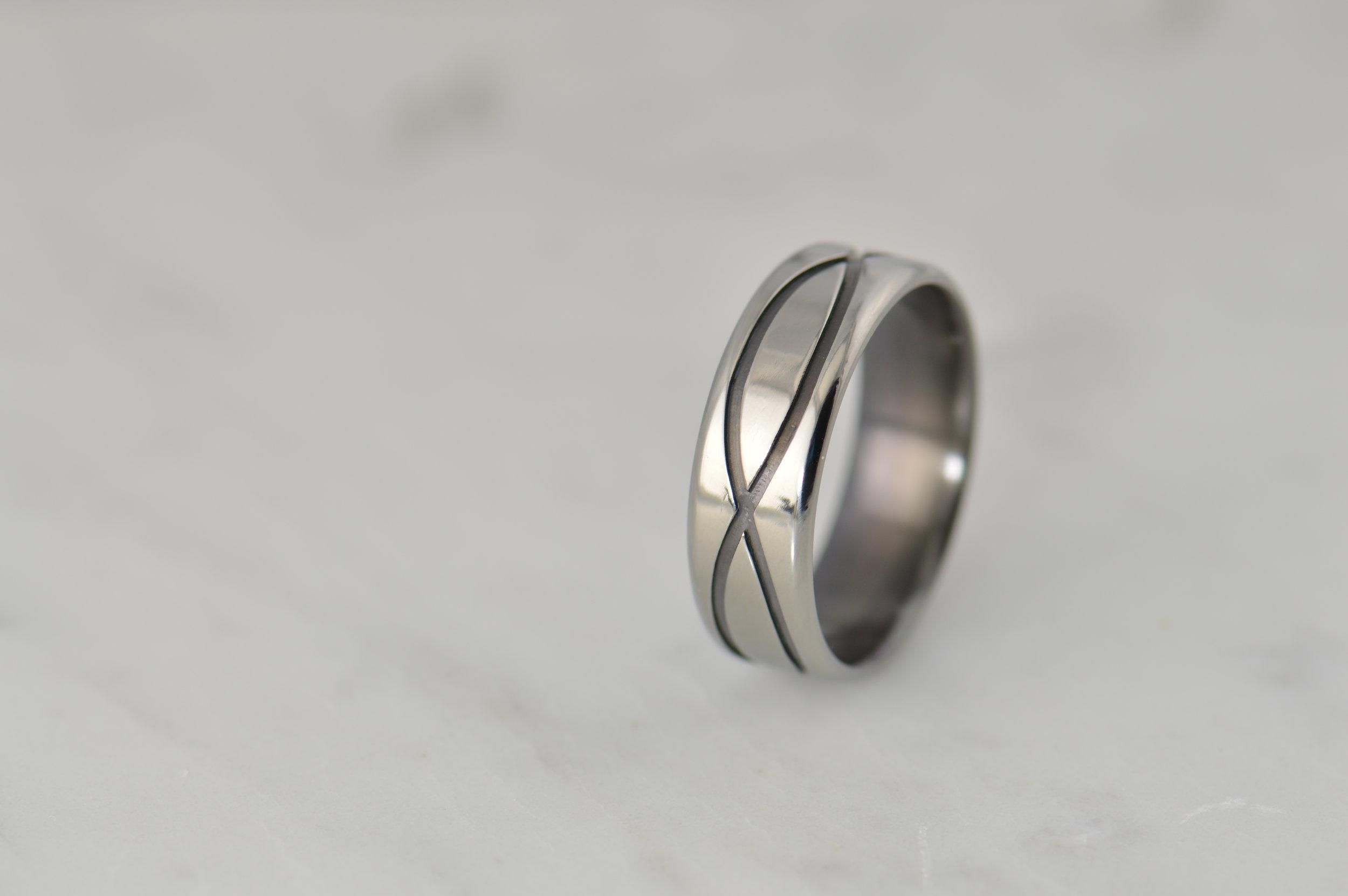 darvier-machined-black-channel-wedding-ring-bevel-edge.JPG