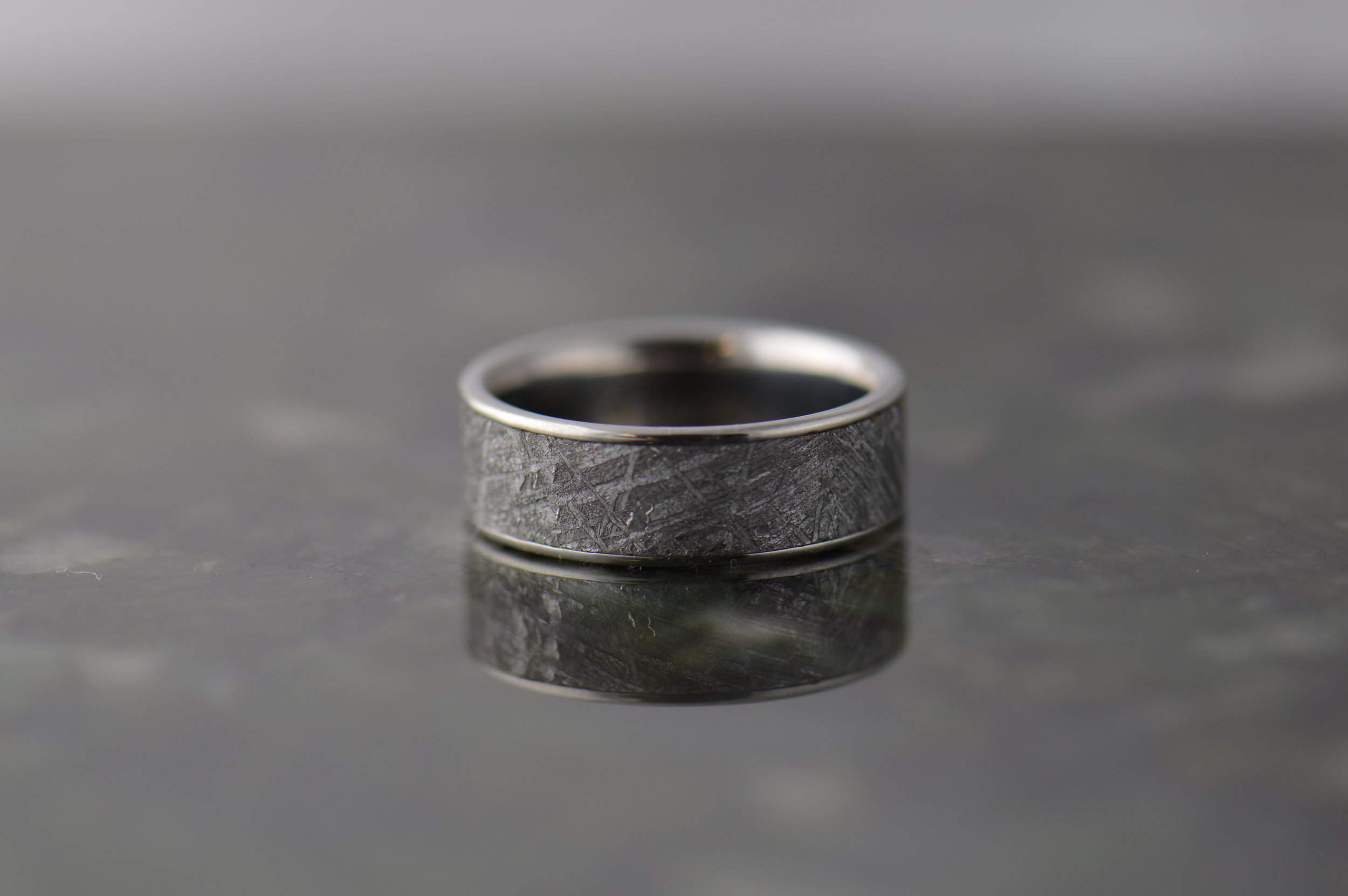 darvier-meteorite-ring-flat-profile.JPG