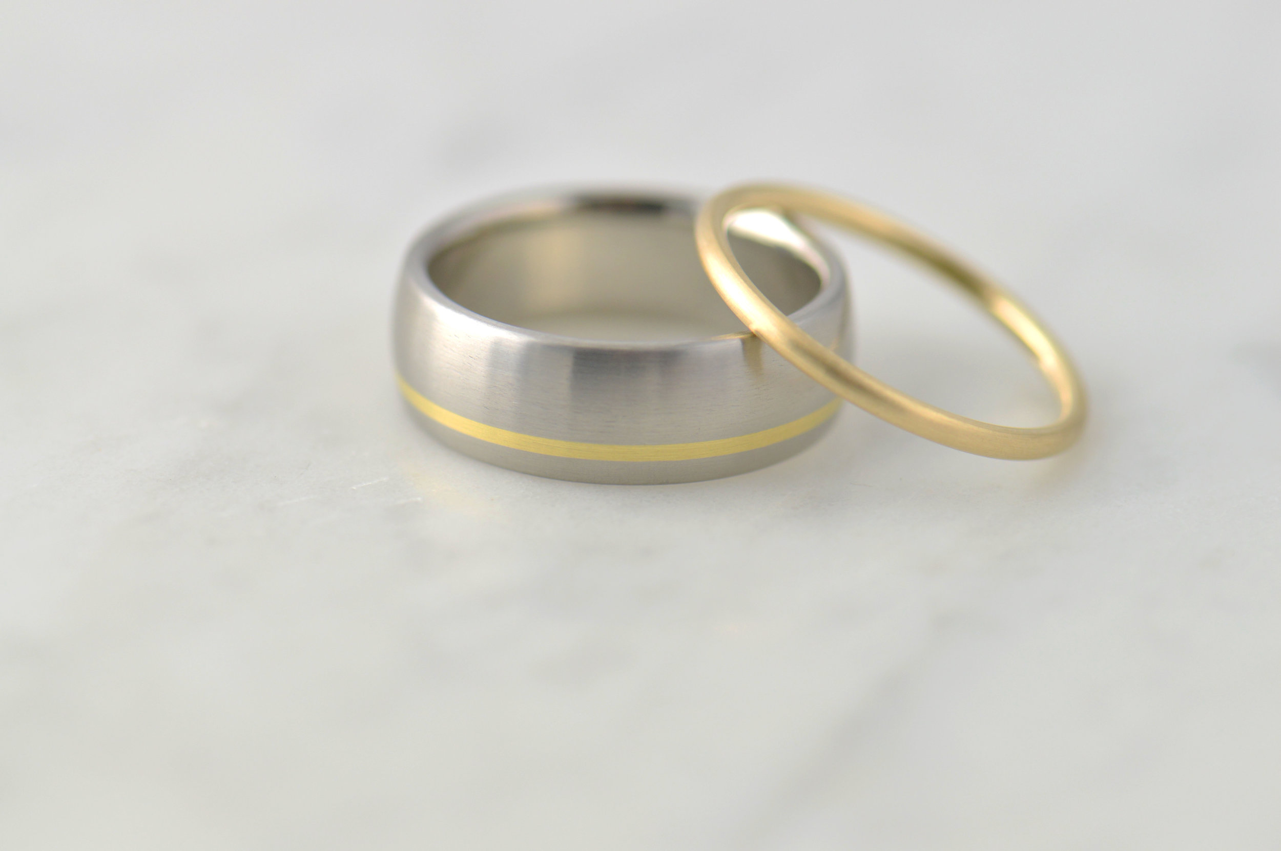 darvier-platinum-18k-minimalist-wedding-set.JPG