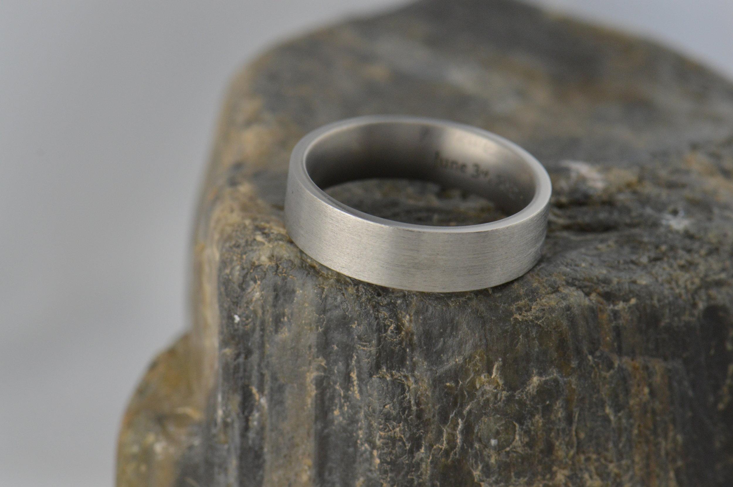 darvier-pipe-cut-titanium-wedding-band.JPG
