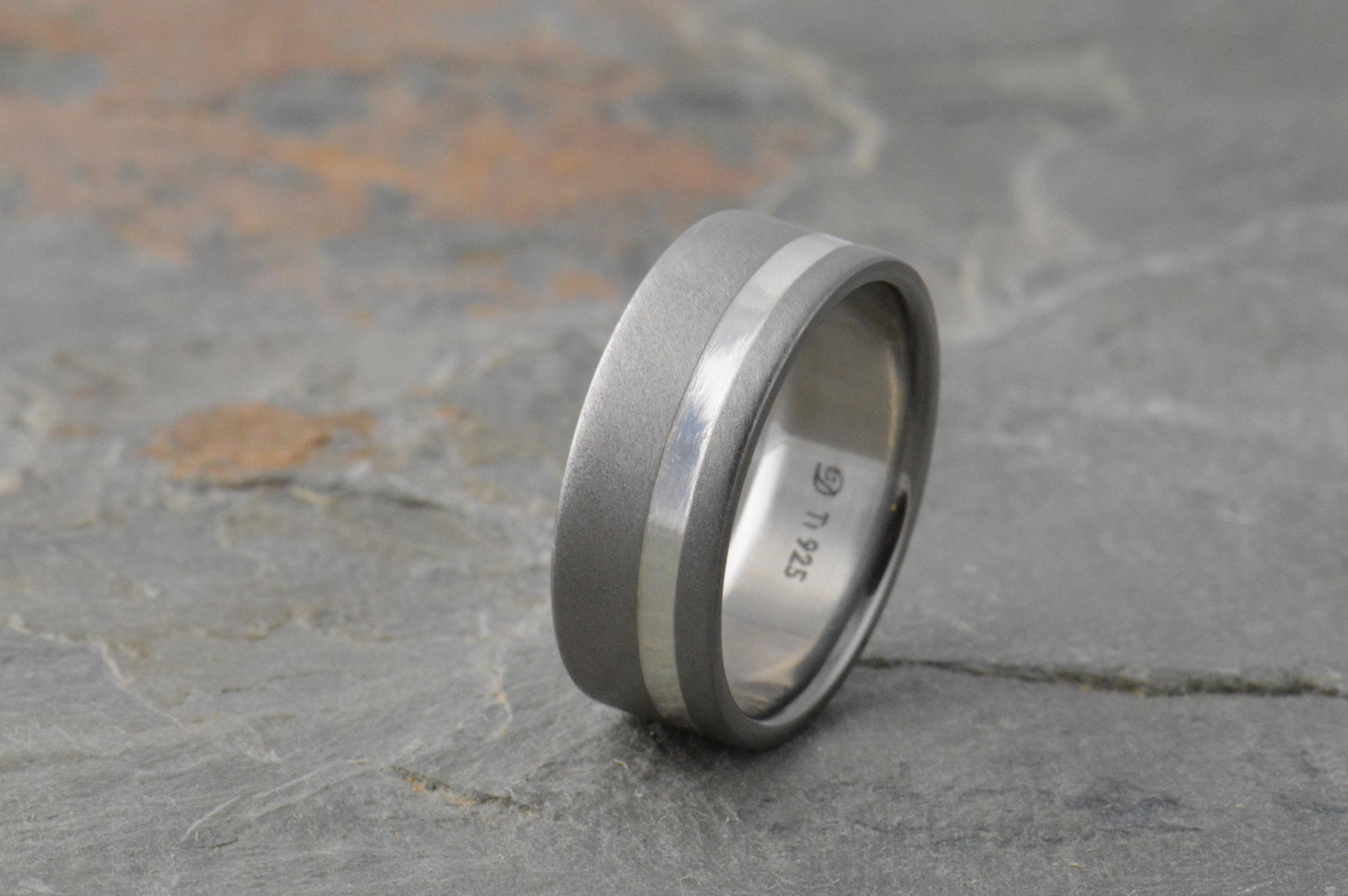 darvier-sterling-inlay-45-diamond-finish-band.JPG
