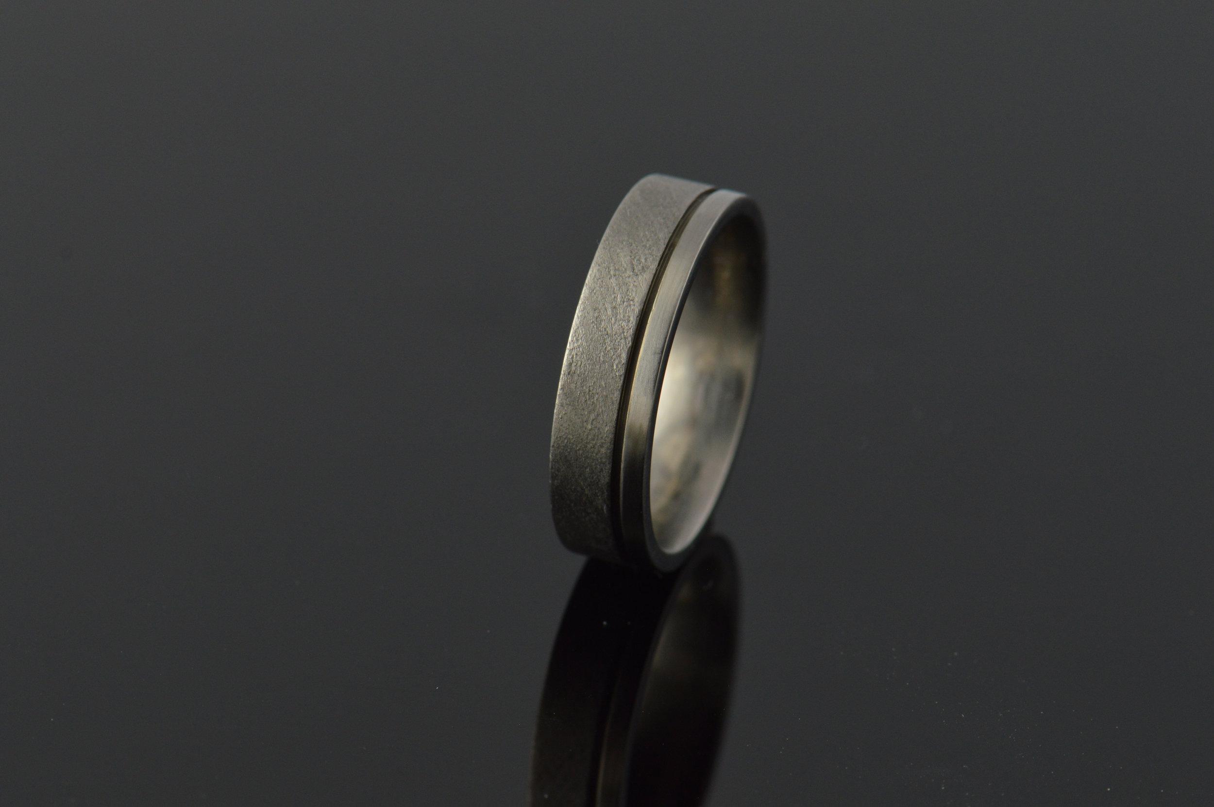darvier-titanium-offset-channel-ring.JPG