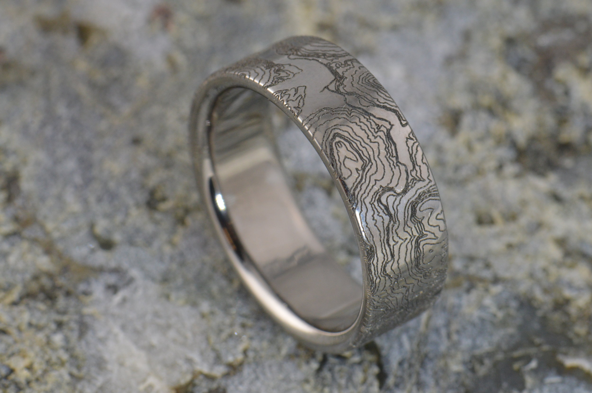 darvier-topographic-engraved-wedding-band.JPG