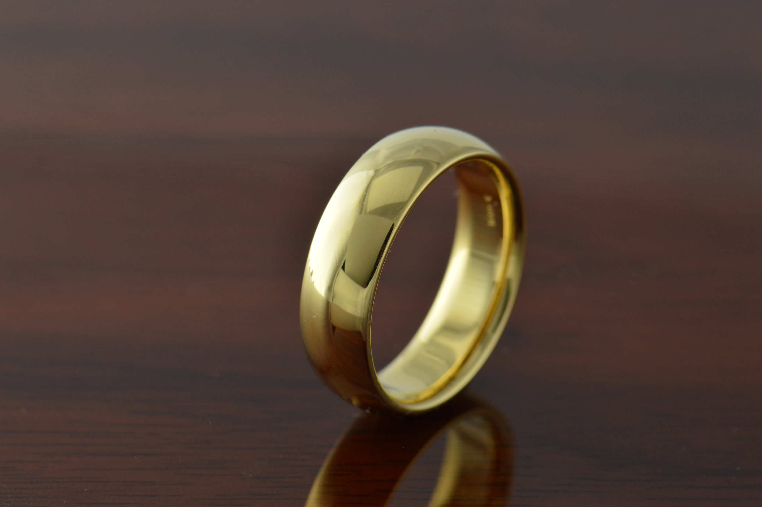 darvier-yellow-gold-polish-dome-wedding-ring.JPG