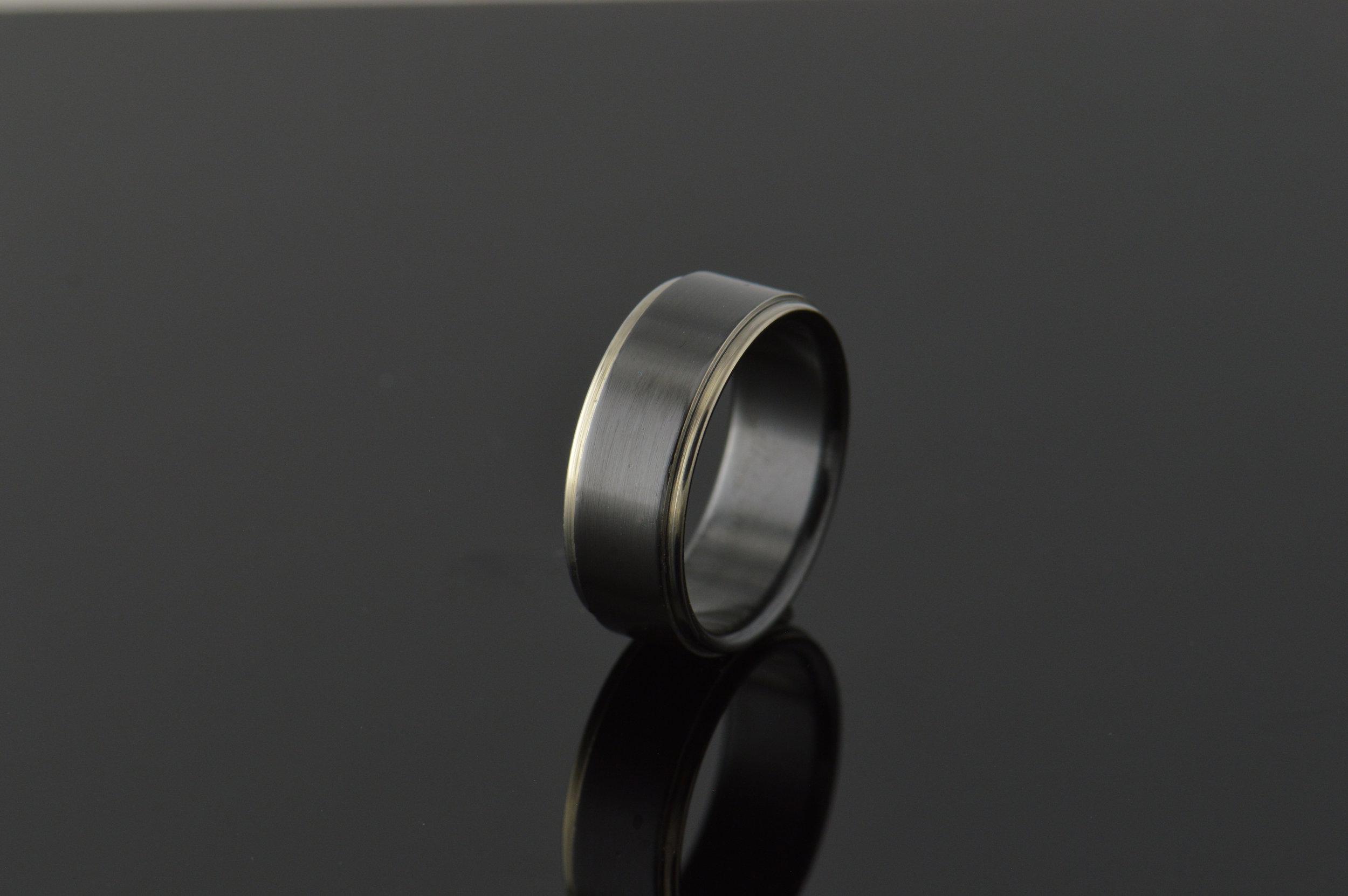 darvier-zirconium-machined-step-profile-band.JPG