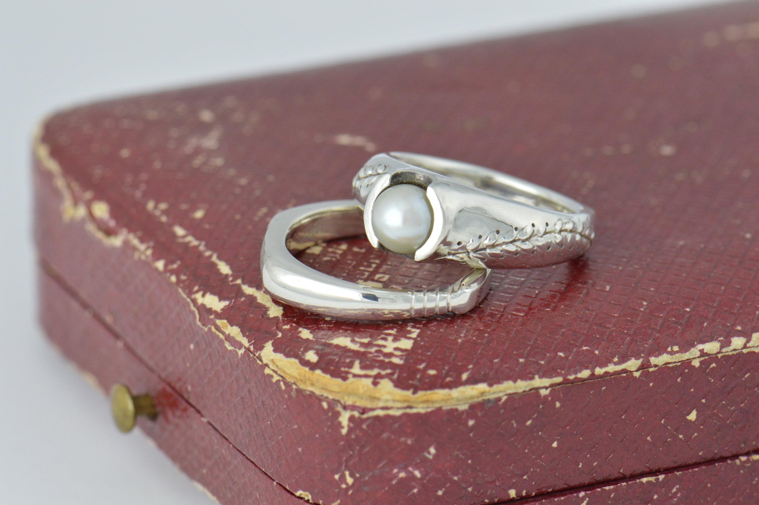 darvier-baseball-wedding-set-pearl.JPG