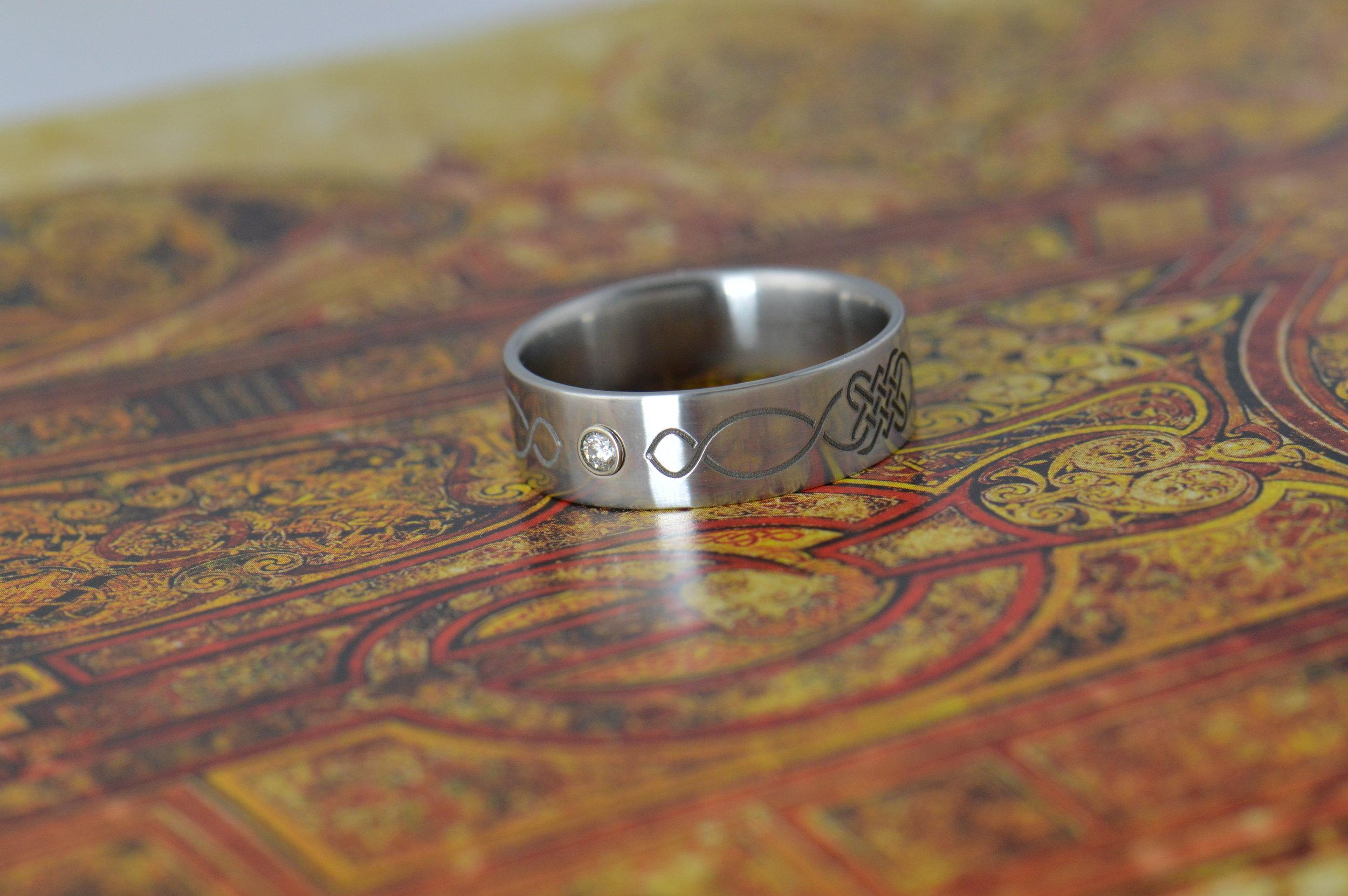 darvier-celtic-engraved-stainless-steel-diamond.JPG