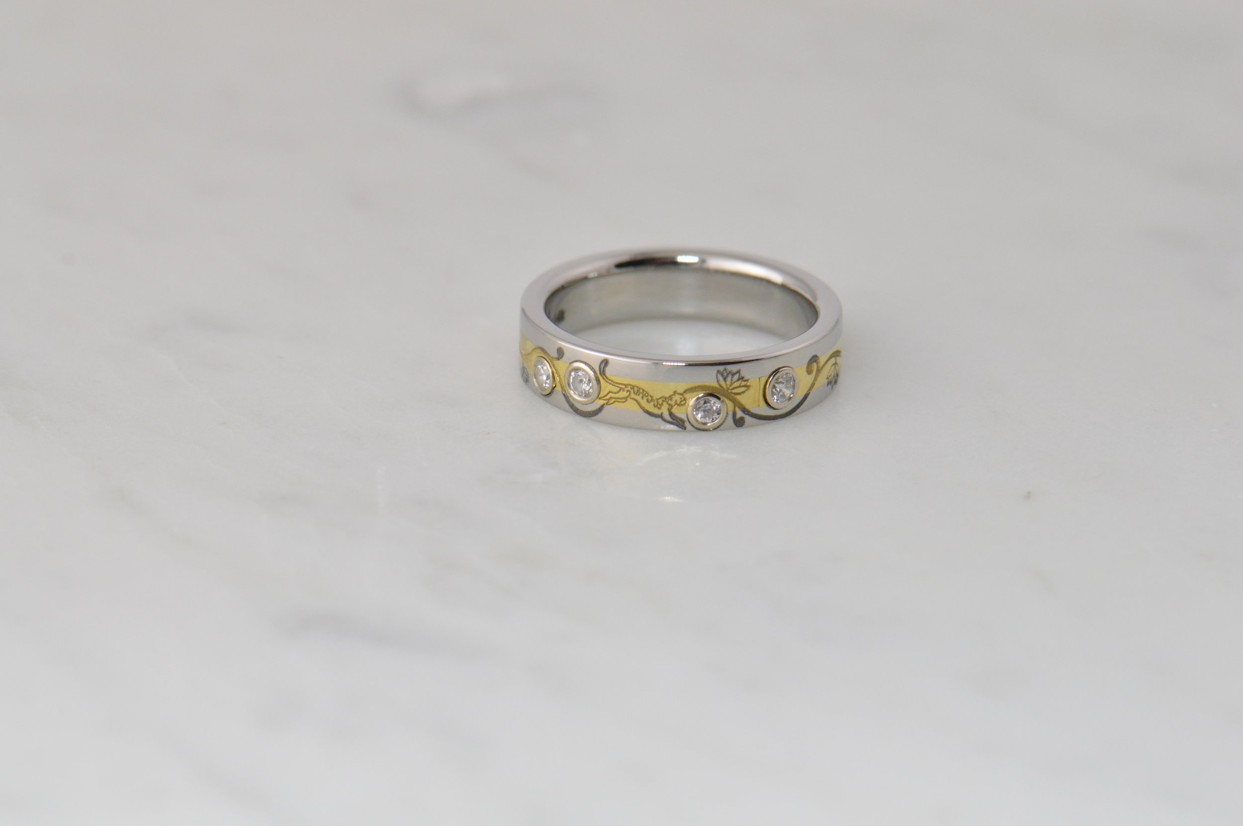 darvier-tiger-lily-gold-diamond-ring.JPG