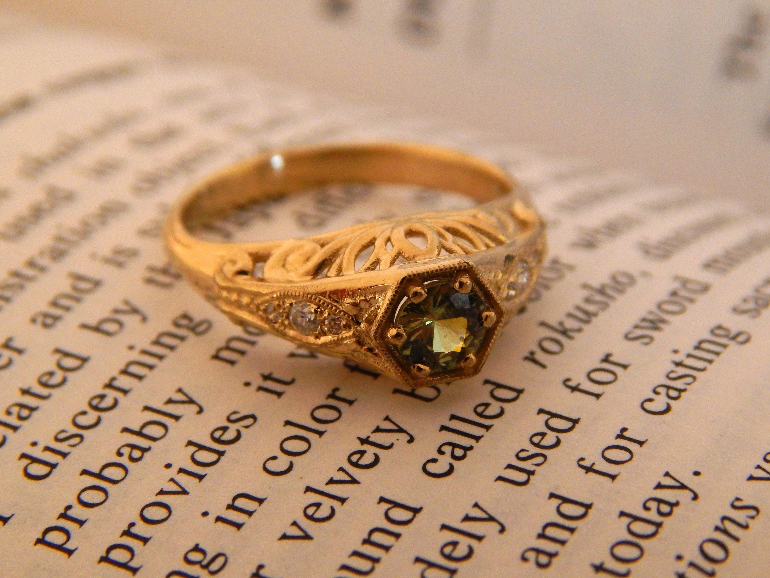 darvier-demontoid-garnet-vintage-inspired-ring.JPG