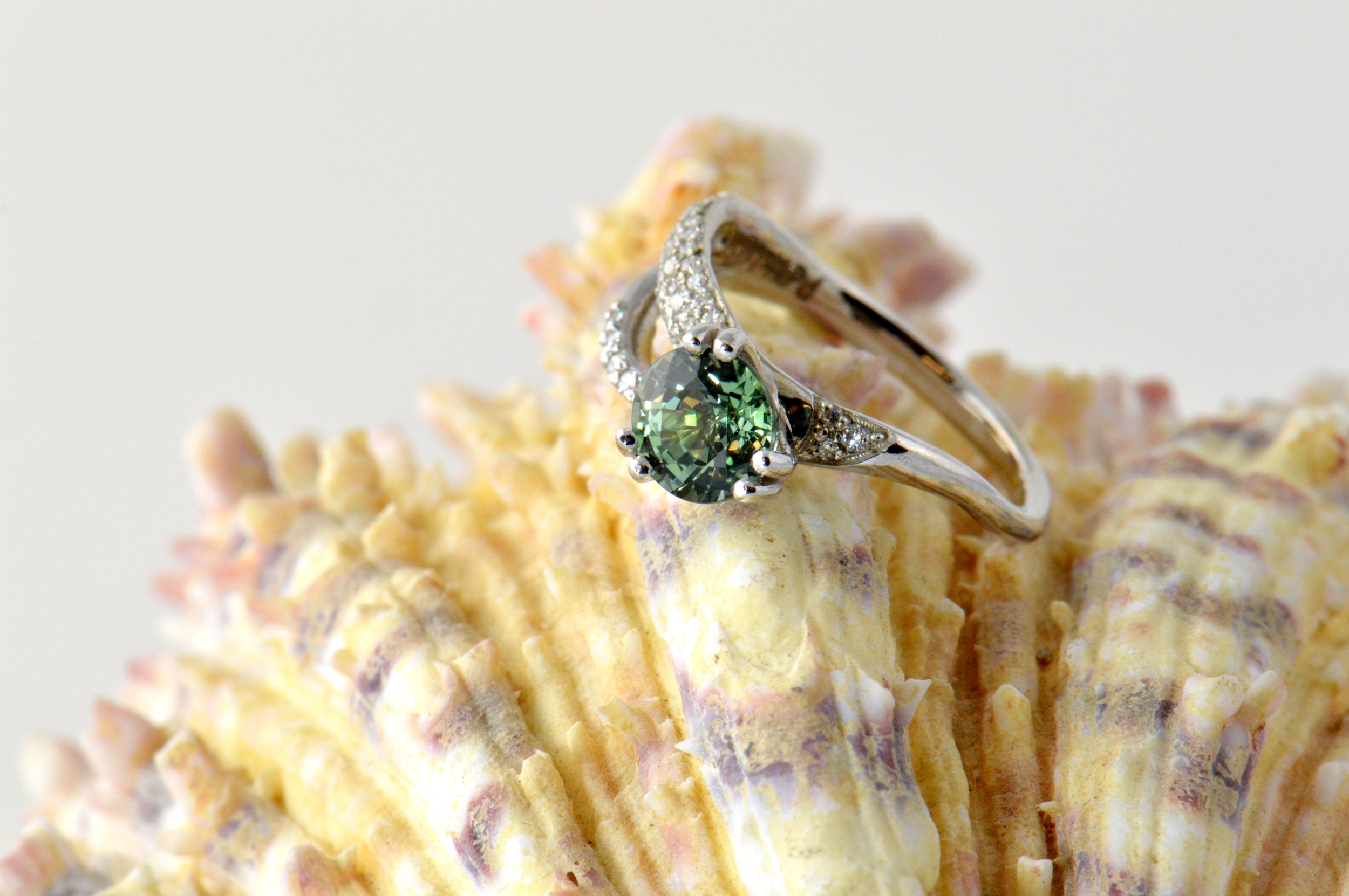 darvier-green-sapphire-pave-diamond-flowing-ring.JPG