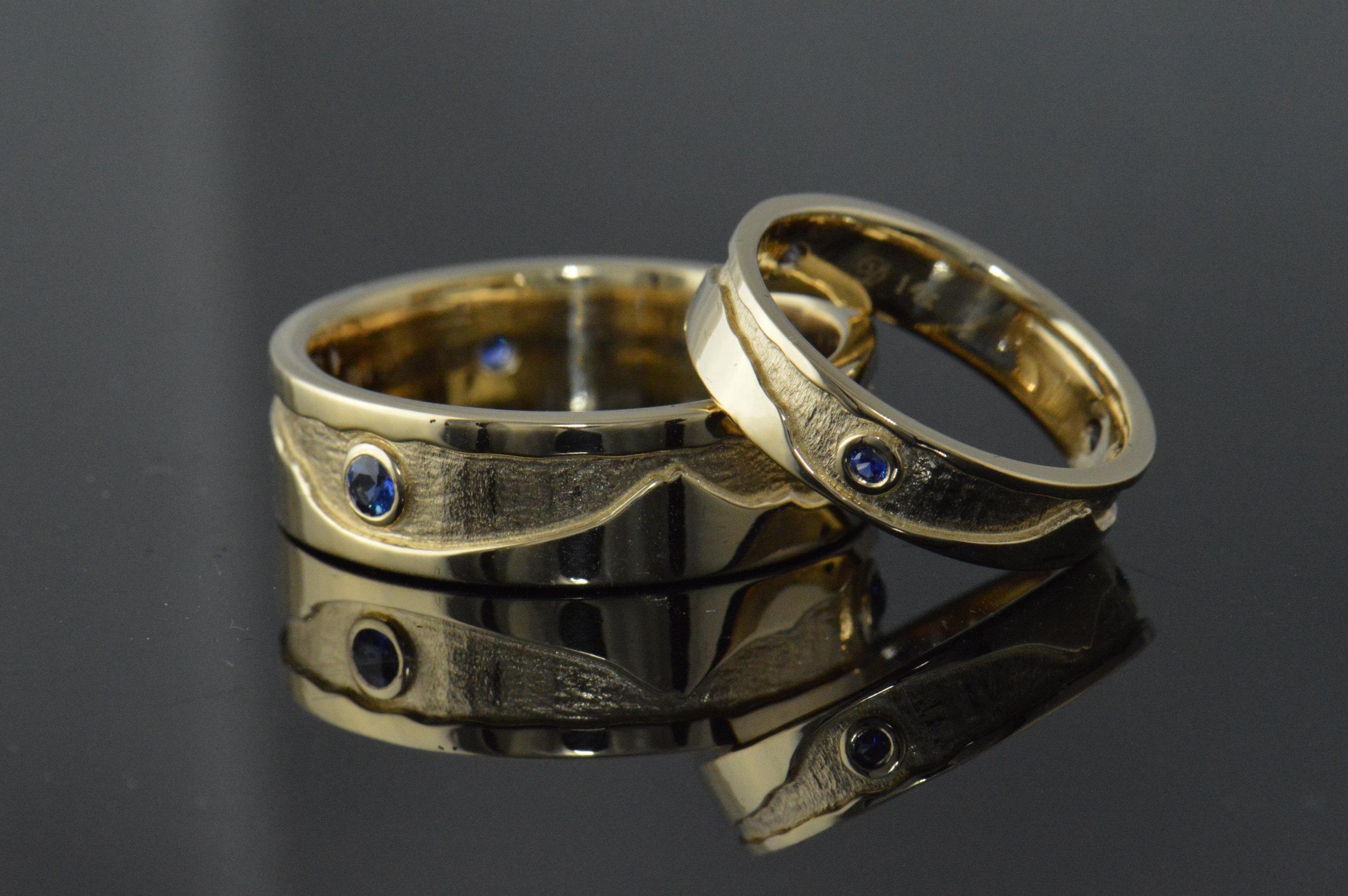 darvier-hand-carved-mountain-range-sapphire-wedding-set.JPG