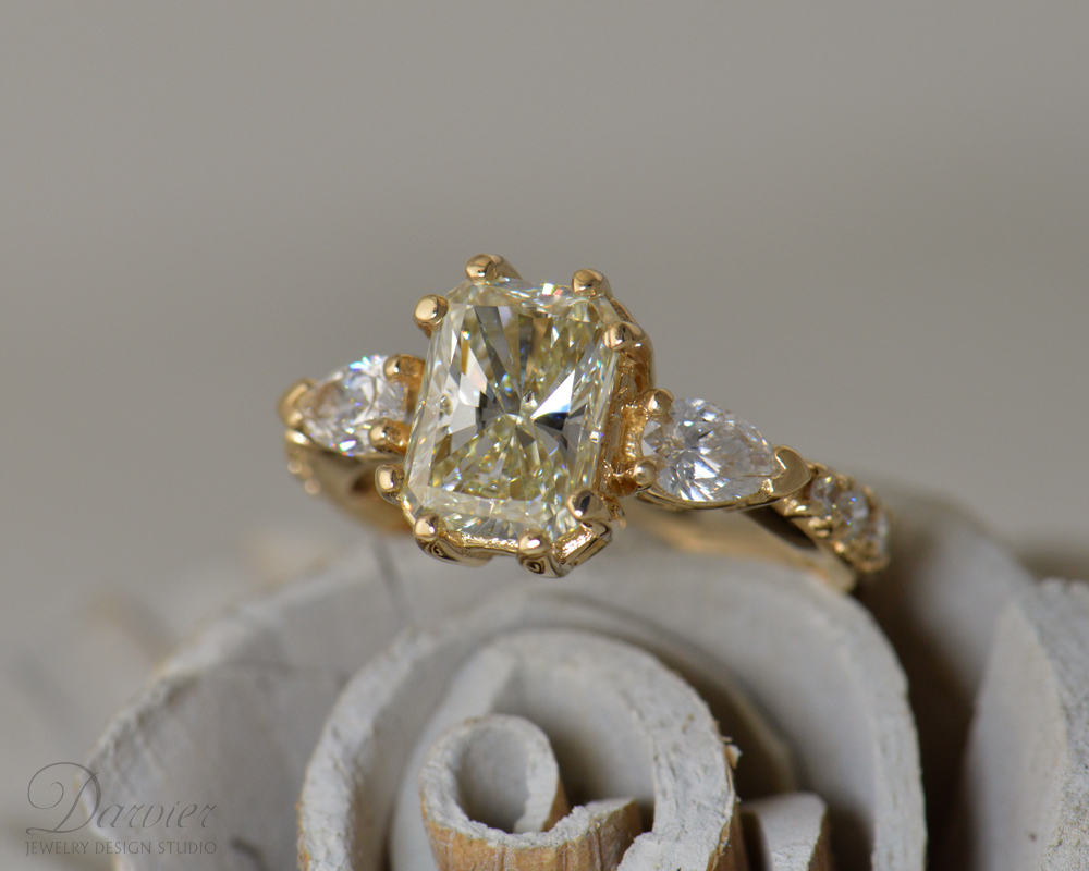 darvier-light-yellow-diamond-in-gold-radiant-cut-heritage.jpg