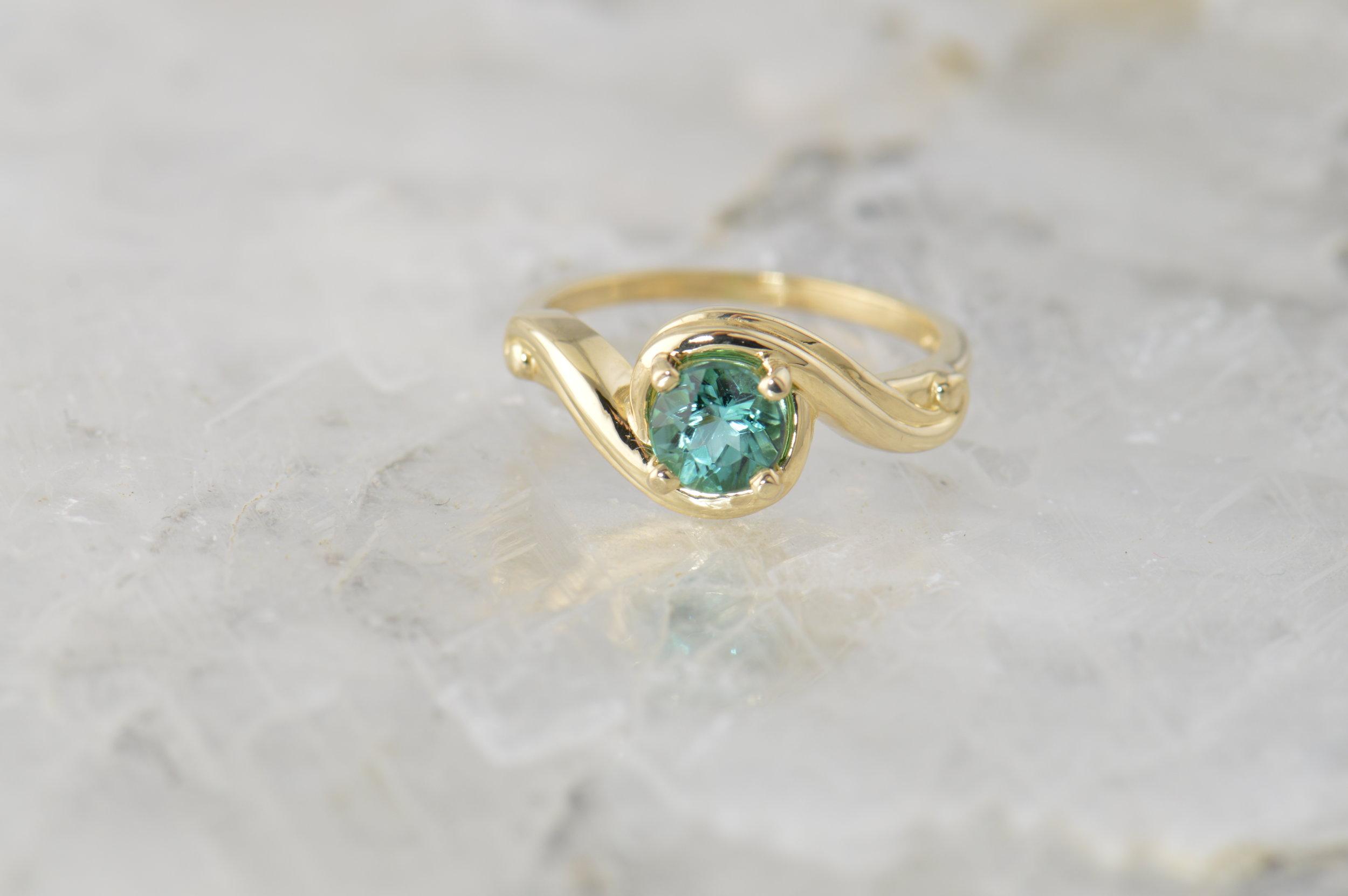 darvier-tourmaline-yellow-gold-ring.JPG