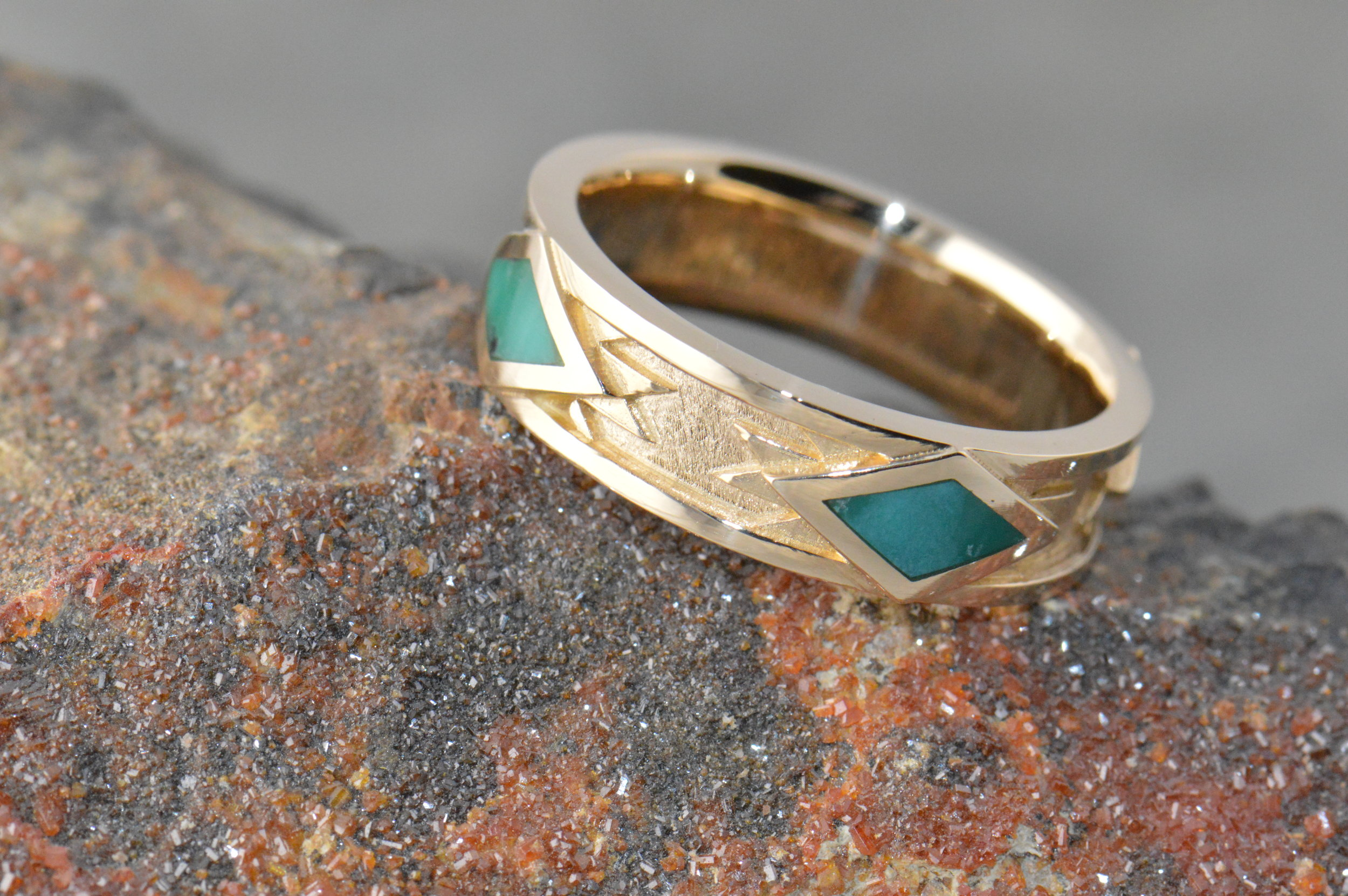 darvier-turquoise-navajo-style-wedding-band.JPG
