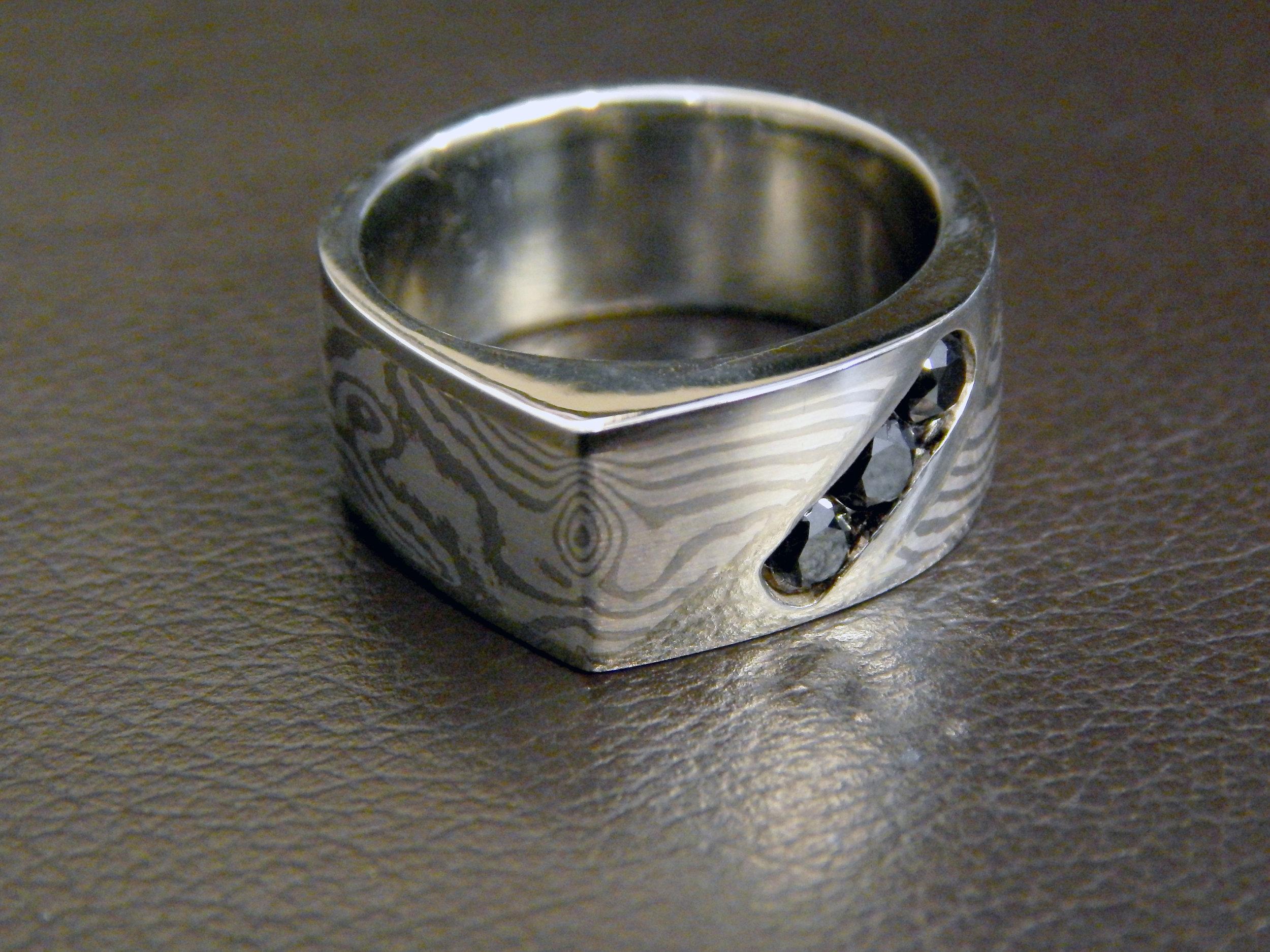 darvier-black-diamond-edge-mokume-wedding-ring.JPG